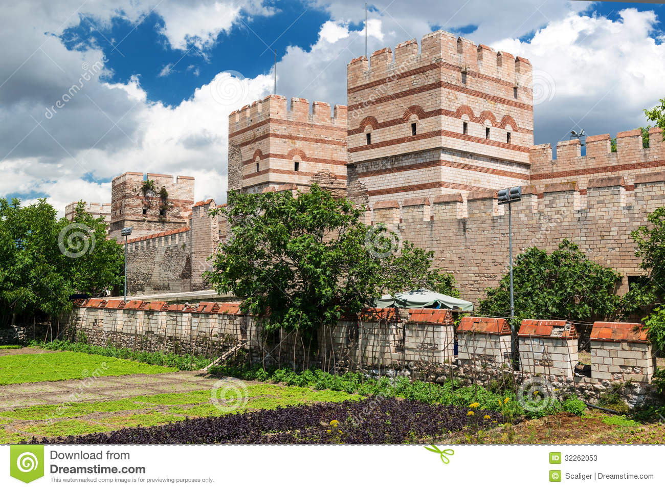 The Ancient Walls Of Constantinople In Istanbul, Turkey ...