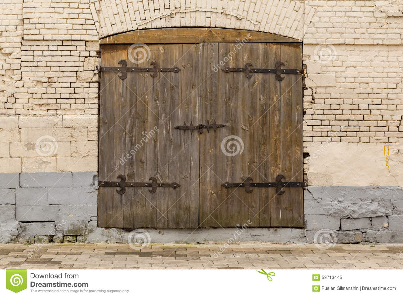 Ancient Wooden Door In Old Stone Castle Wall Stock Photo 59713445 ...