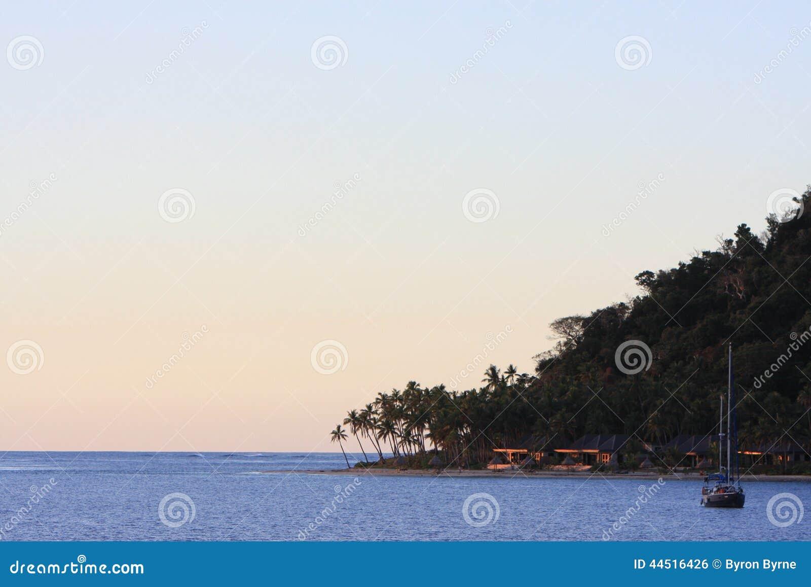 Ancoraggio di sera alla baia di paradiso