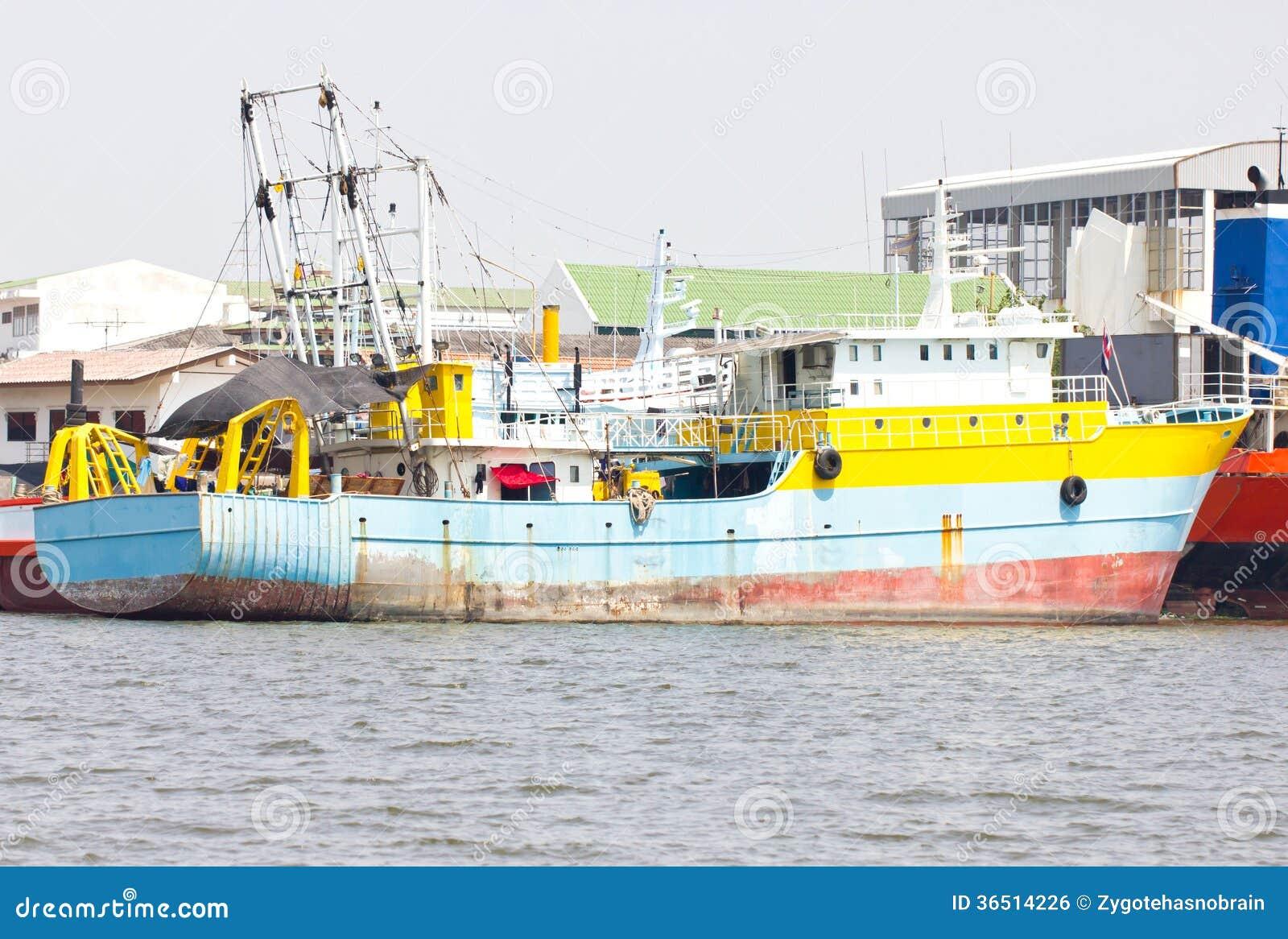 Ancre de bateau au port.