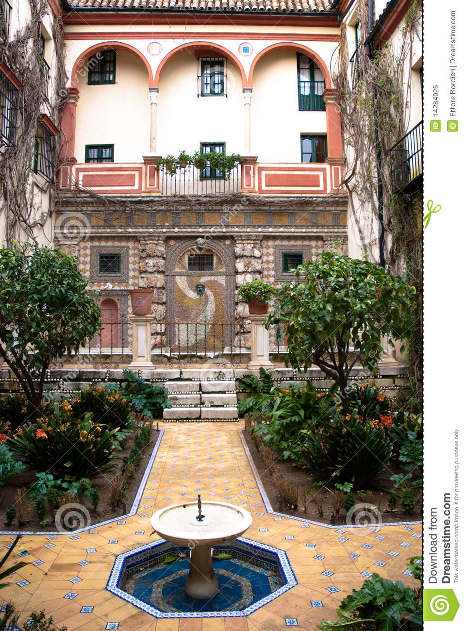 Andalusian patio royalty free stock image image 14284026 for Architecture andalouse