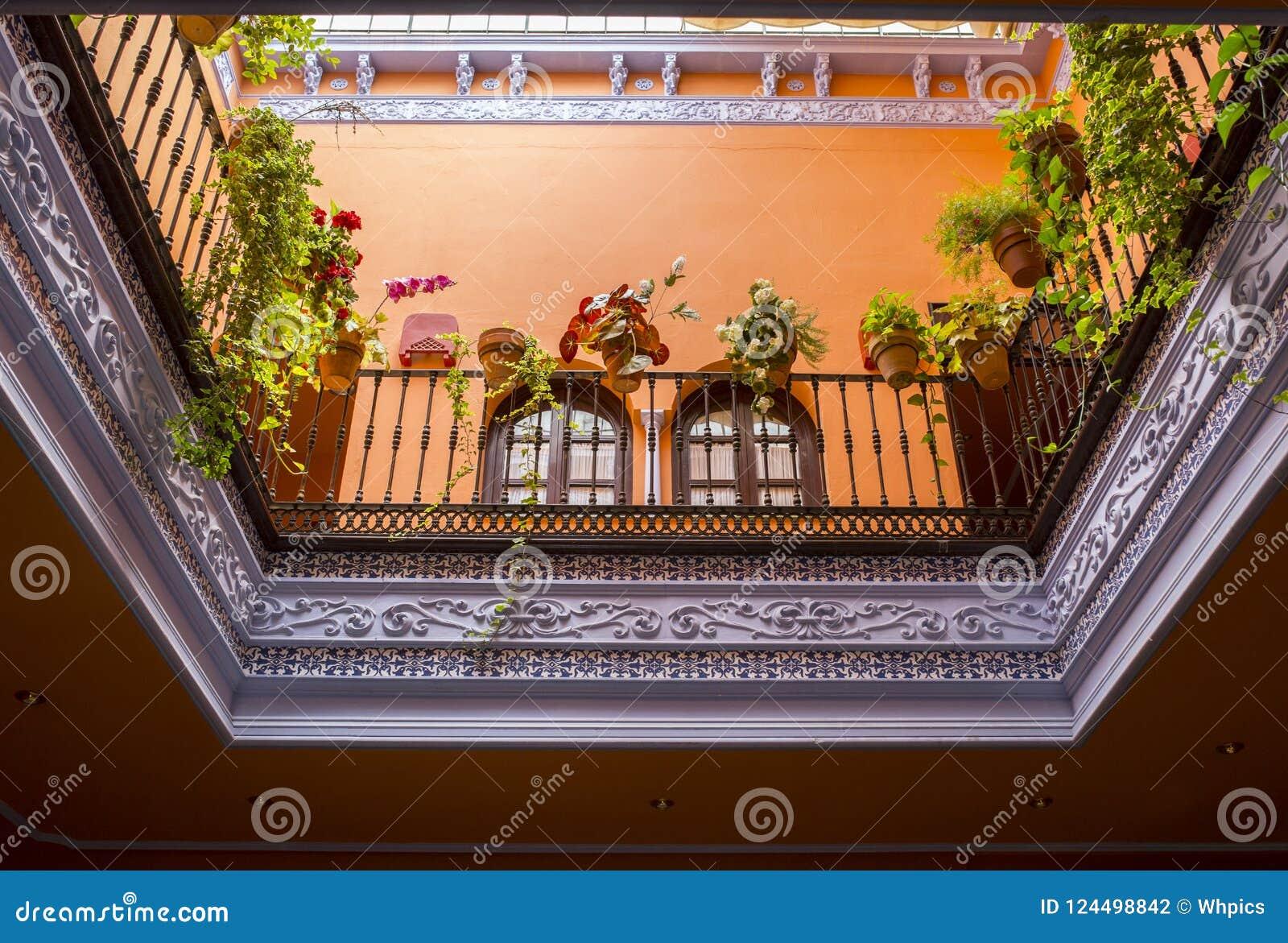 Andaluzyjski styl zadaszał podwórze, Seville, Hiszpania