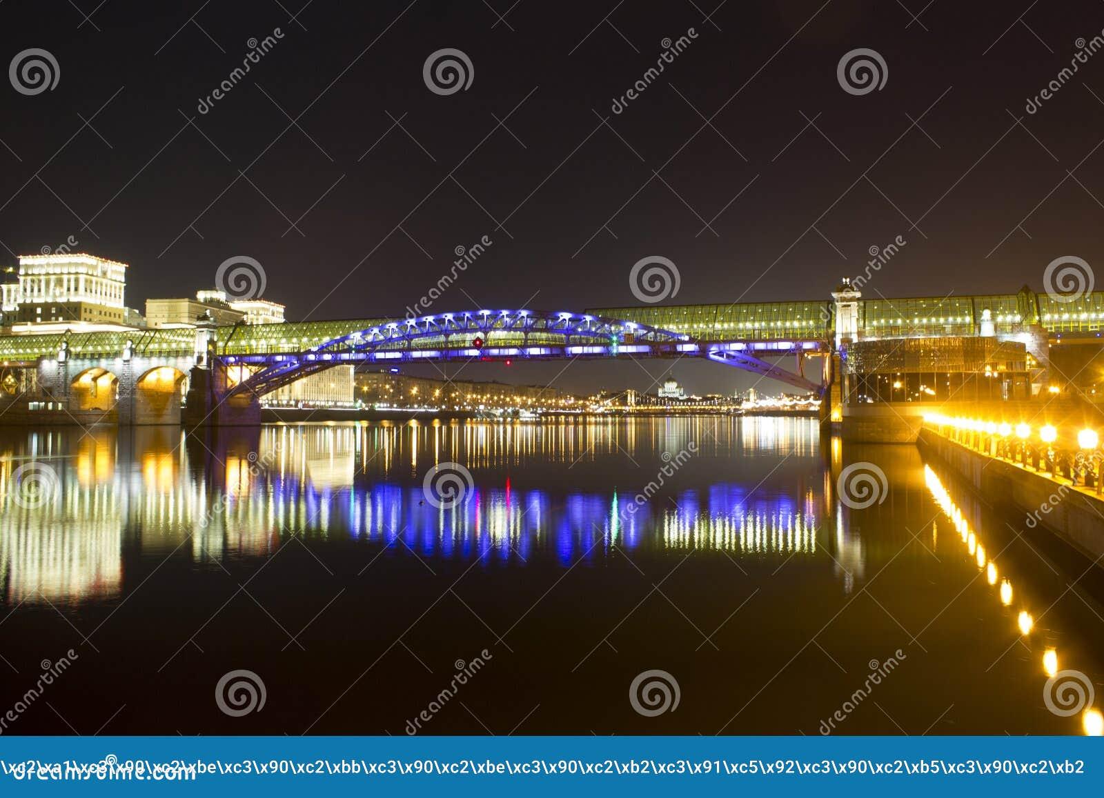 Download Andreevsky桥梁 库存图片. 图片 包括有 高涨, 结算, 晚上, 橄榄, 天空, 火箭筒, 强光 - 50690109
