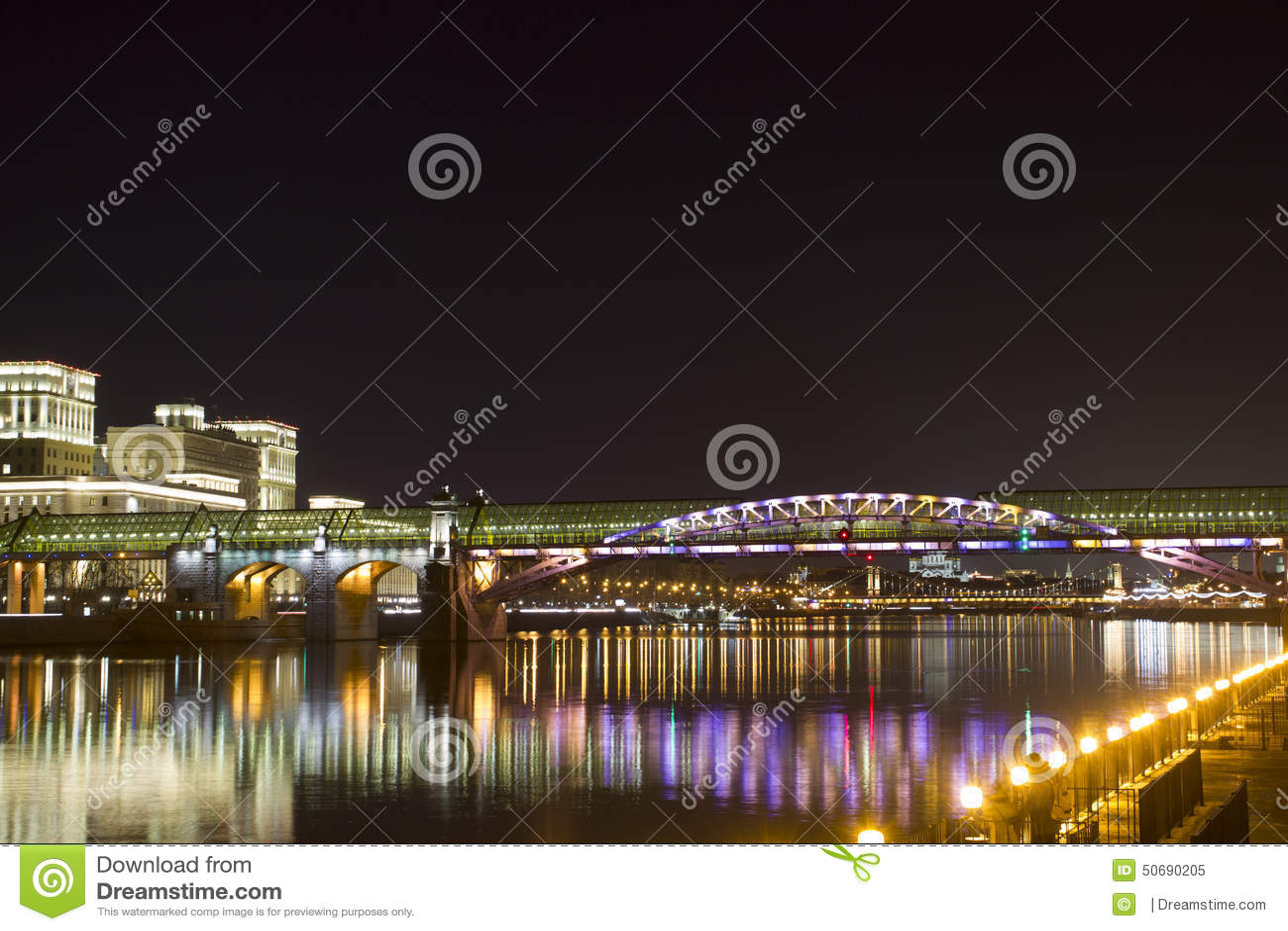 Download Andreevsky桥梁 库存图片. 图片 包括有 天空, 城市, 火箭筒, 反映, 春天, 晚上, 堤防 - 50690205