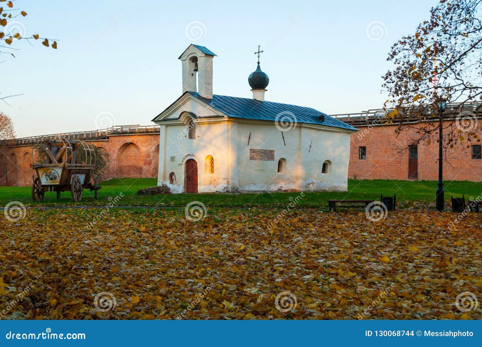 Andrew Stratelates kościół i drewniany fracht międzynarodowy projekt Titanen na wycieczce turysycznej w Veliky Novgorod Rosja