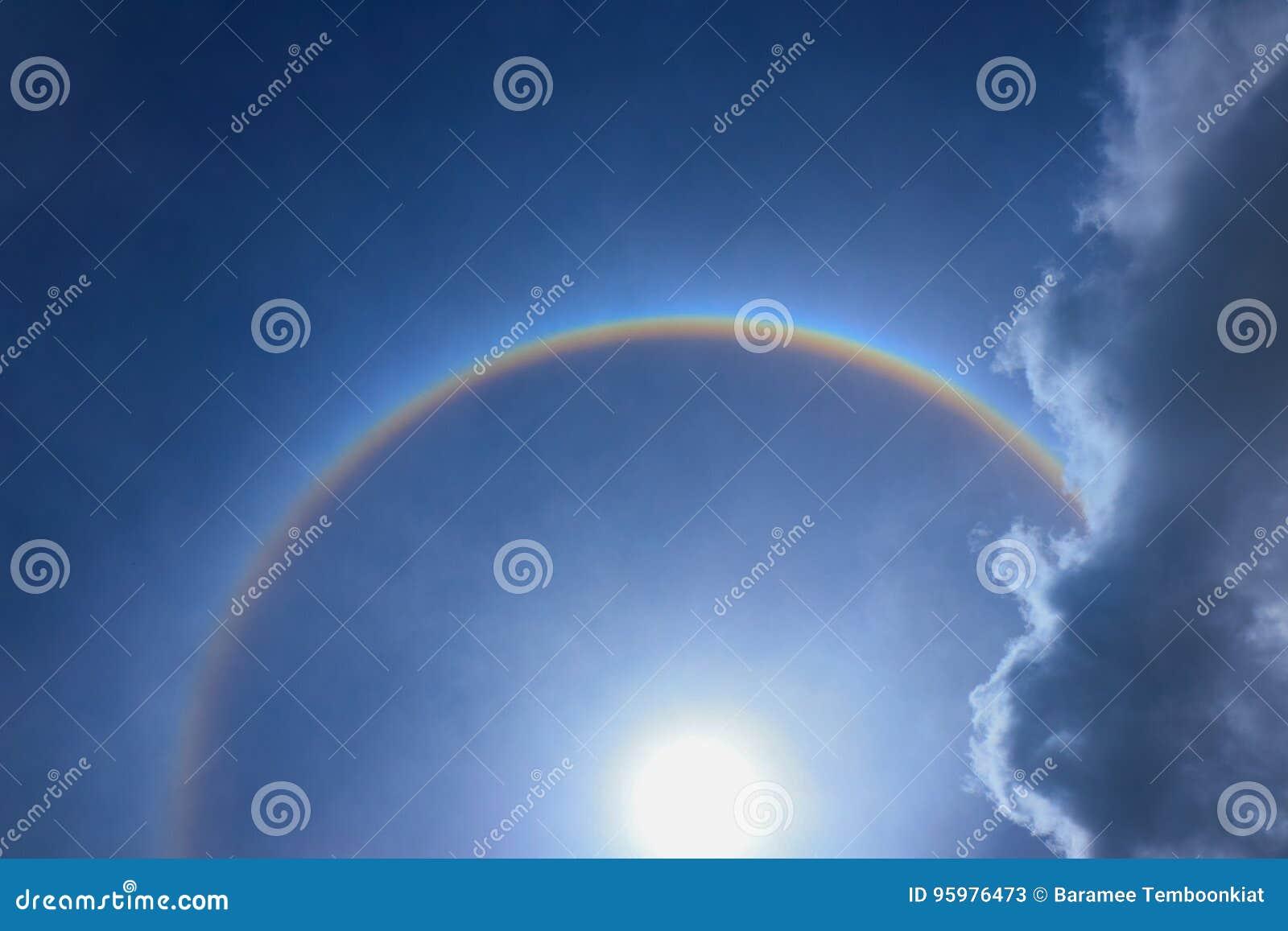 Anel fantástico da corona do halo bonito do sol do sol com r circular