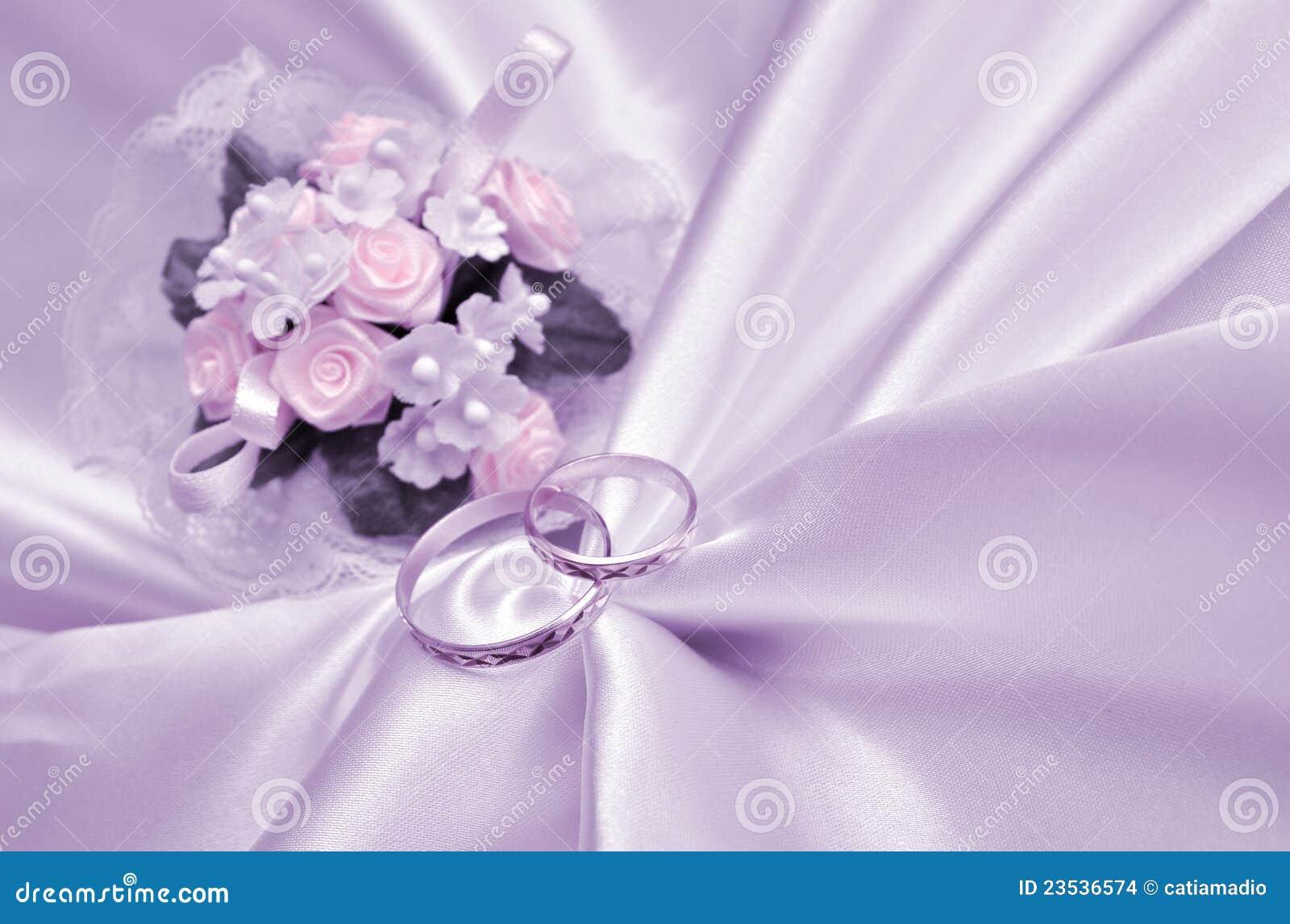 Anelli e mazzo di cerimonia nuziale immagini stock for Disegni e prezzi del mazzo