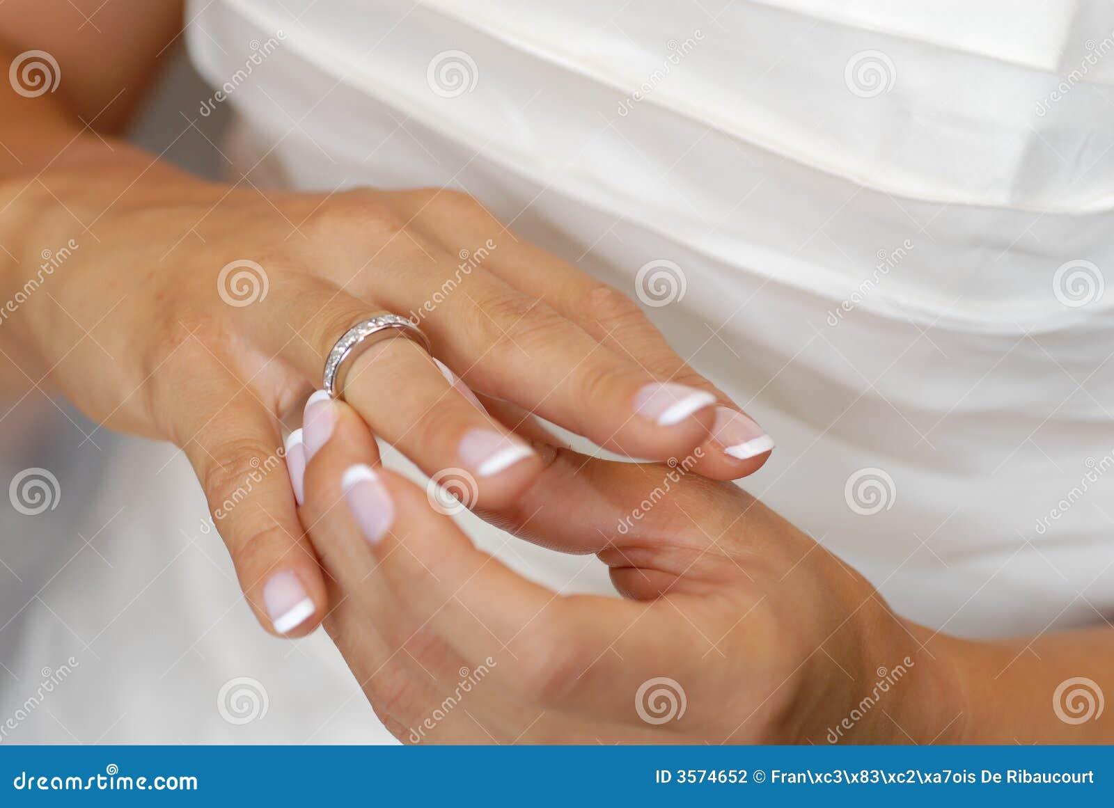 Anello di cerimonia nuziale della sposa