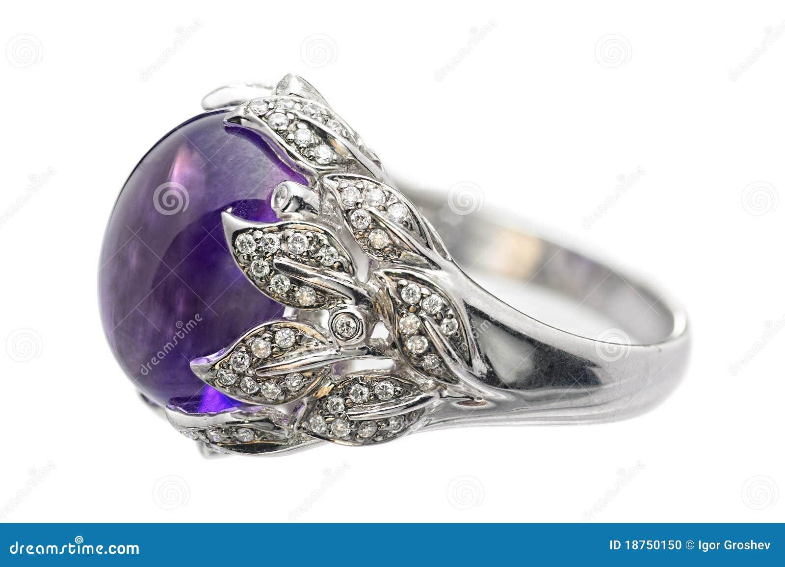 spesso Anello Di Oro Bianco Con L'ametista Ed I Diamanti Fotografia Stock  DZ18