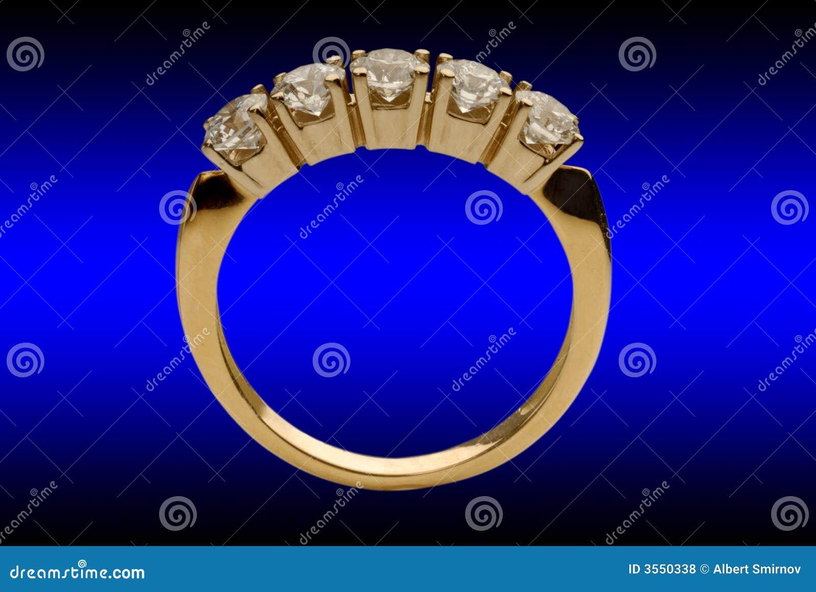 Anello di oro con i brilliants