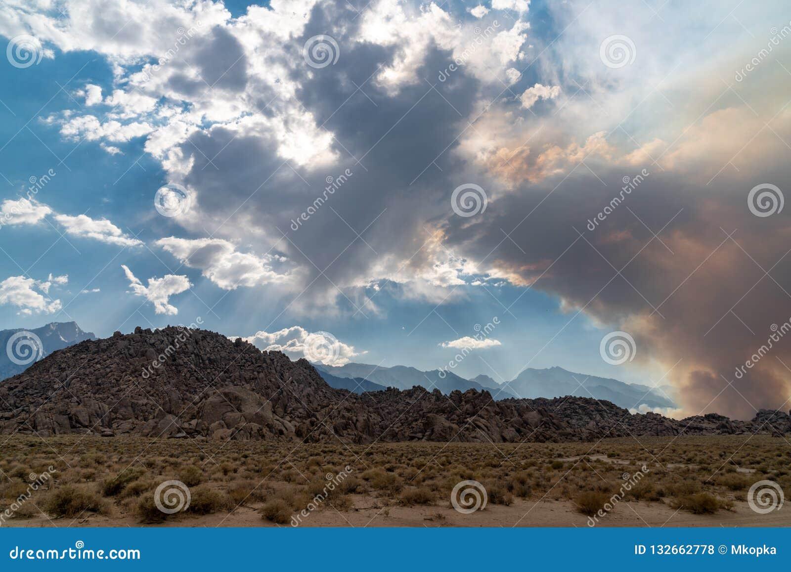 Anfänge des verheerenden Feuers in den Ost-Sierra Nevada -Bergen - Georges Fire