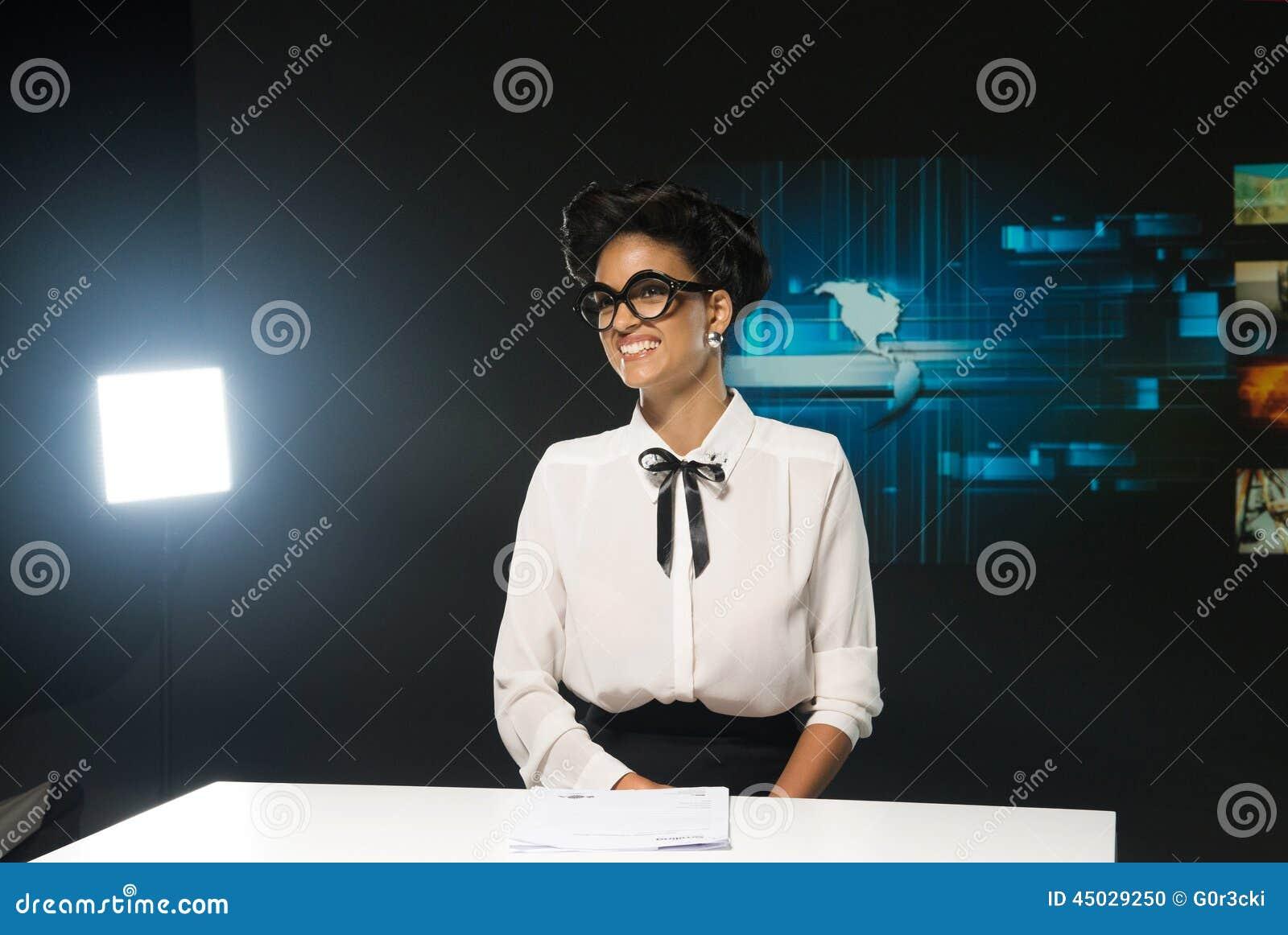 Anfitrião  sexy  de sorriso da tevê