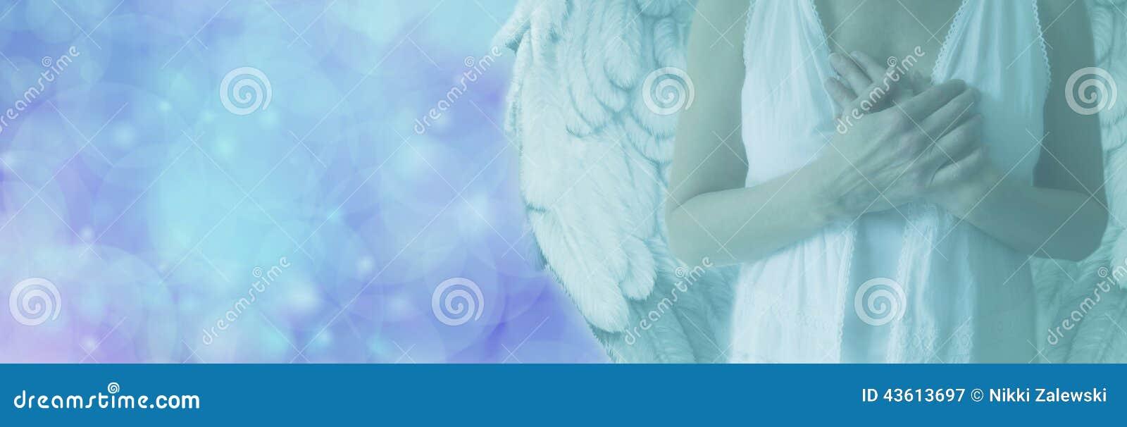 Ange sur la bannière bleue de lumière de Bokeh