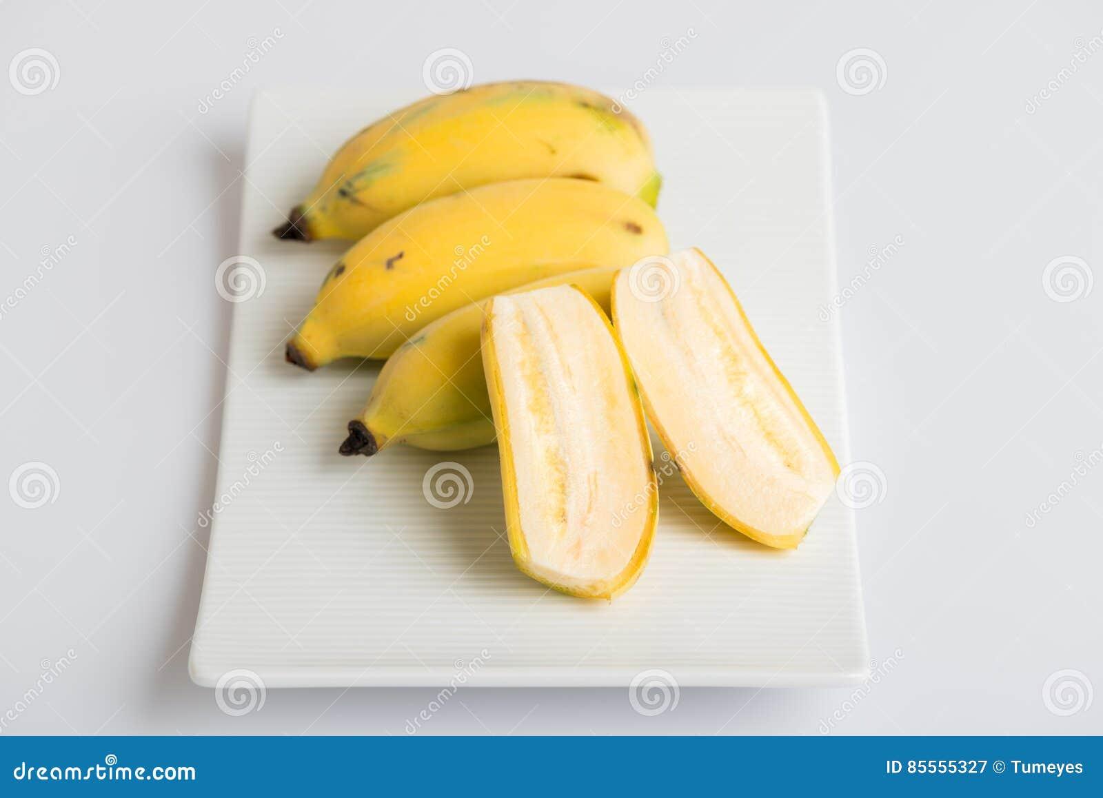 Angebaute Banane auf einer Platte