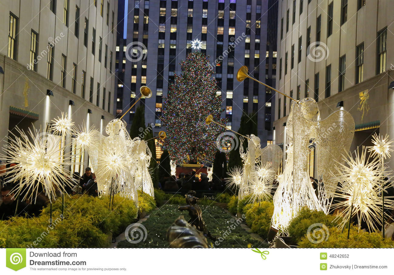 #9C8030 Angel Christmas Decorations And Christmas Tree At The  5549 decorations noel new york 1300x909 px @ aertt.com