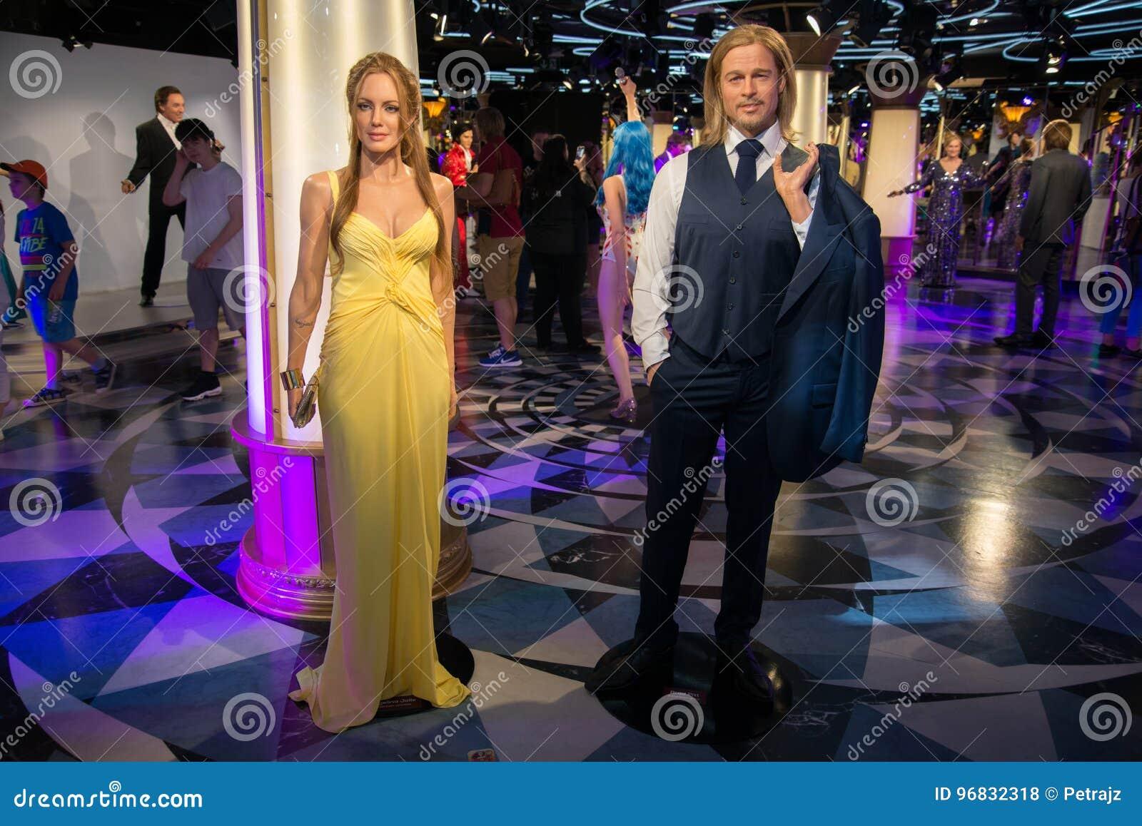 Angelina Jolie och Brad Pitt i det Grevin museet av vaxdiagramen i Prague
