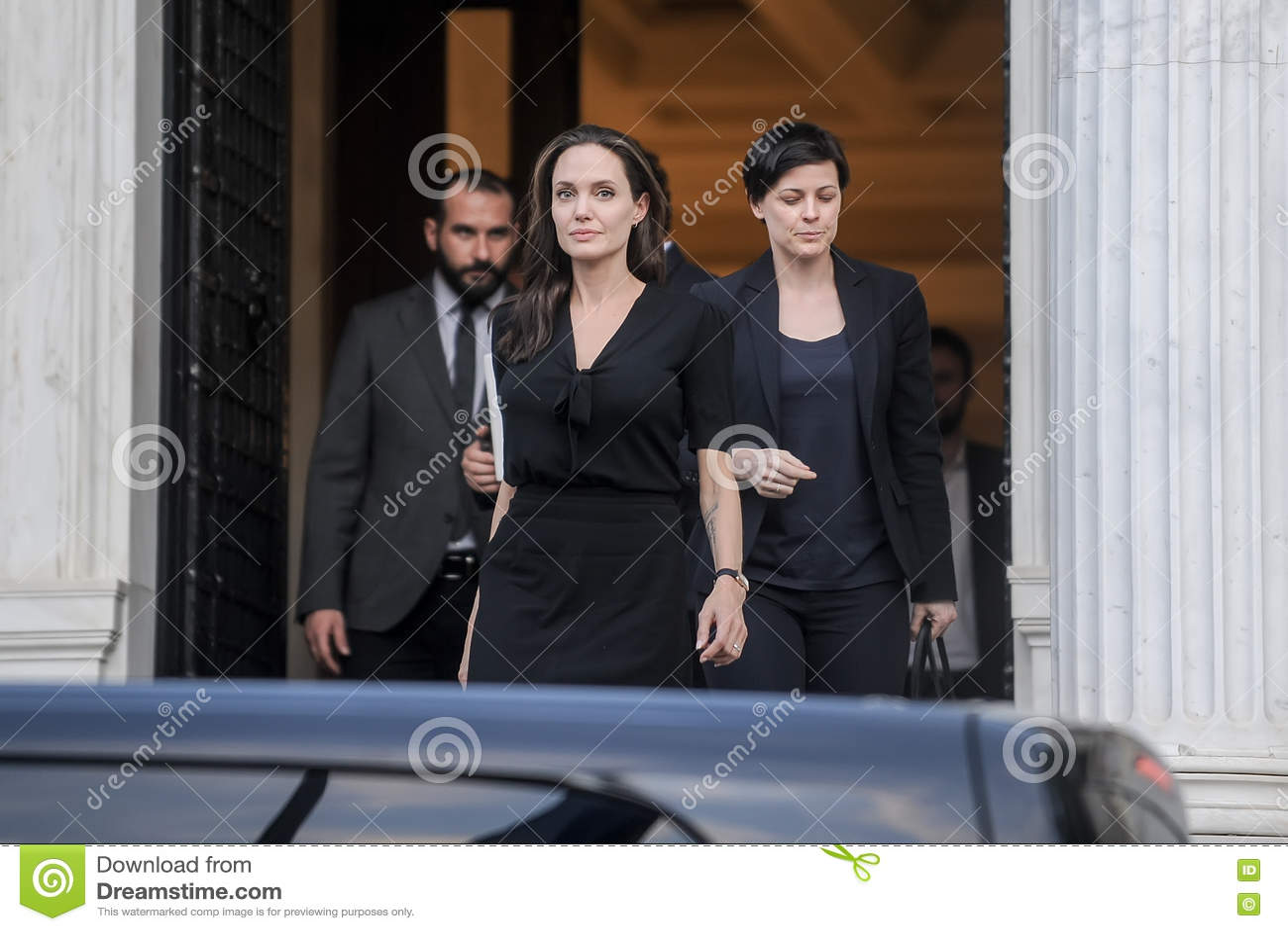 Angelina Jolie Quitte Le Cabinet Du Premier Ministre Grec Dans Athen on