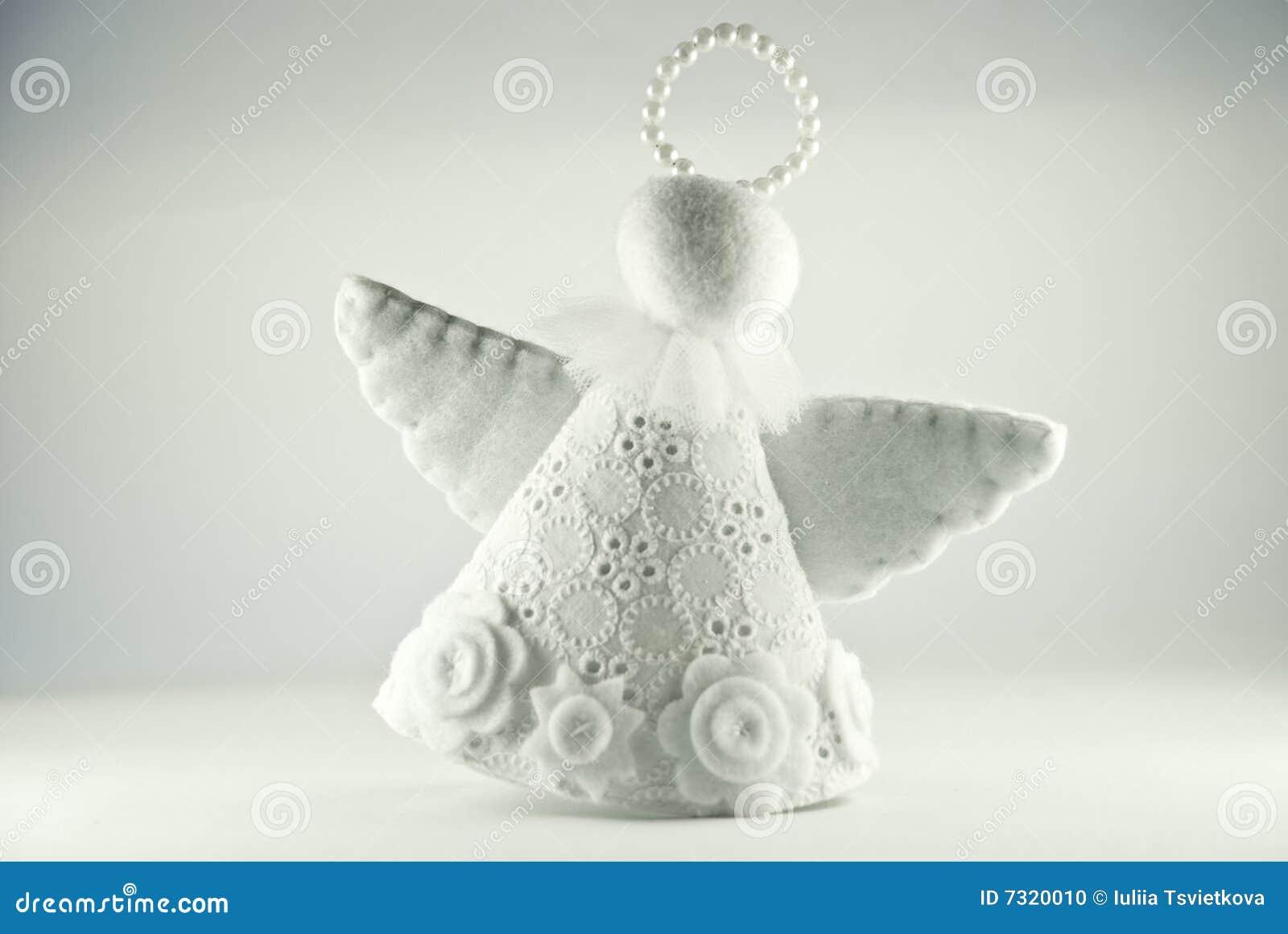 Angelo bianco isolato