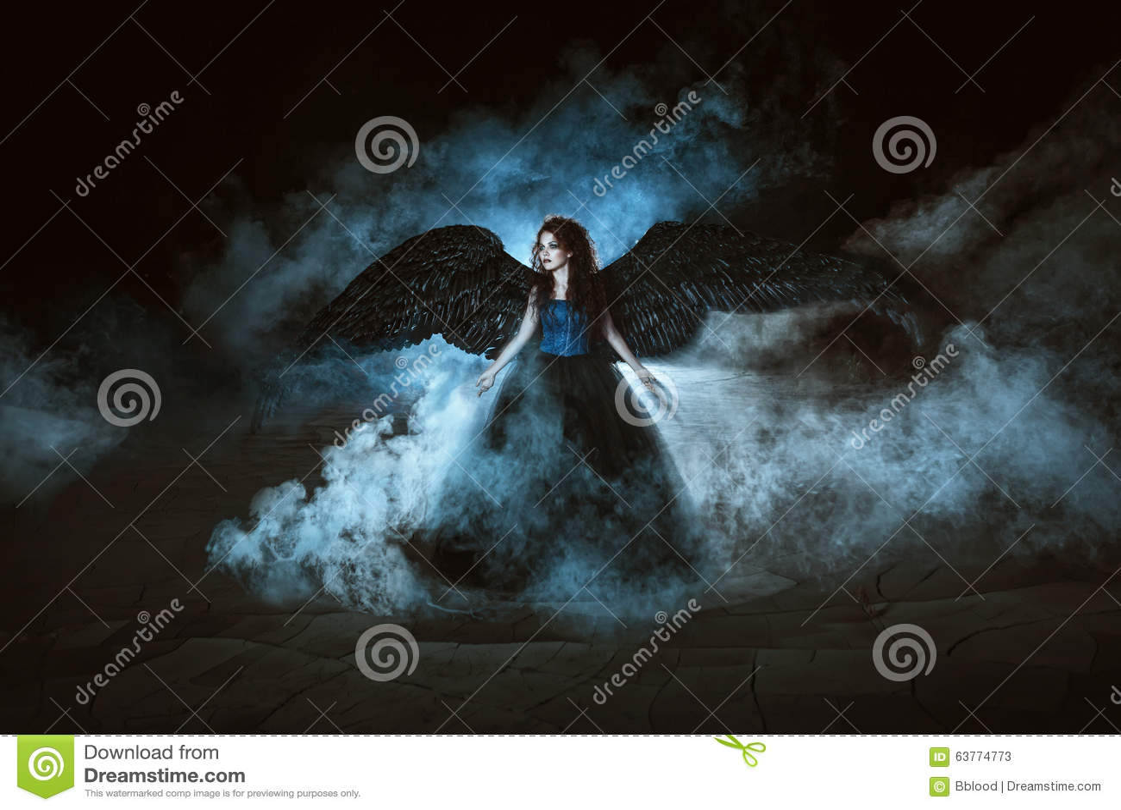 Angelo con le ali nere