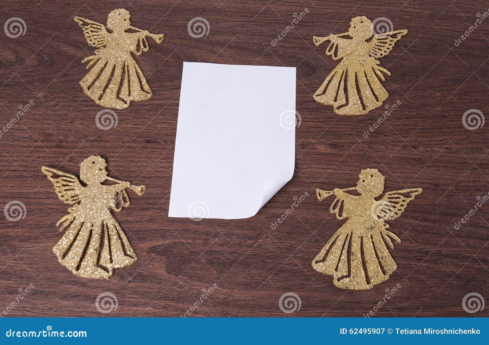 Anges et feuille de papier
