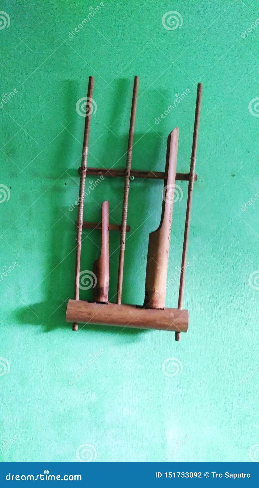 Angklung traditionelle Musikinstrumente