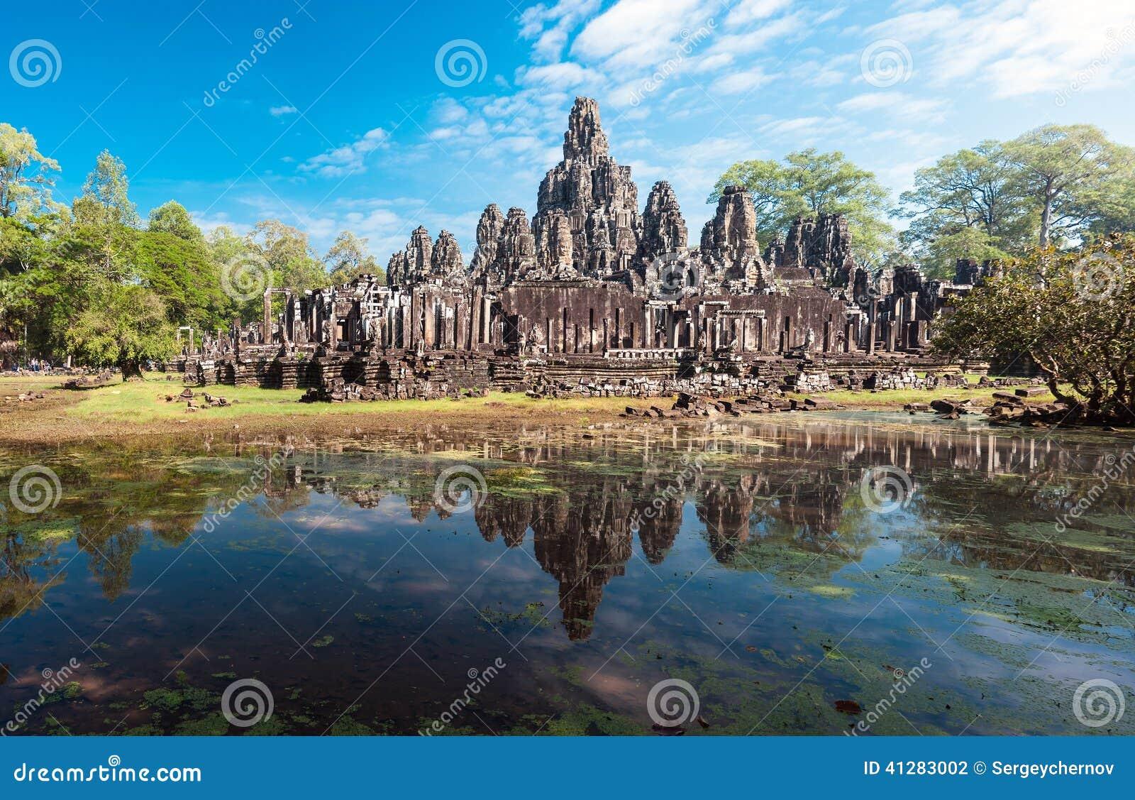 Angkor Thom Cambodja Bayon en khmertempel på Angkor Wat