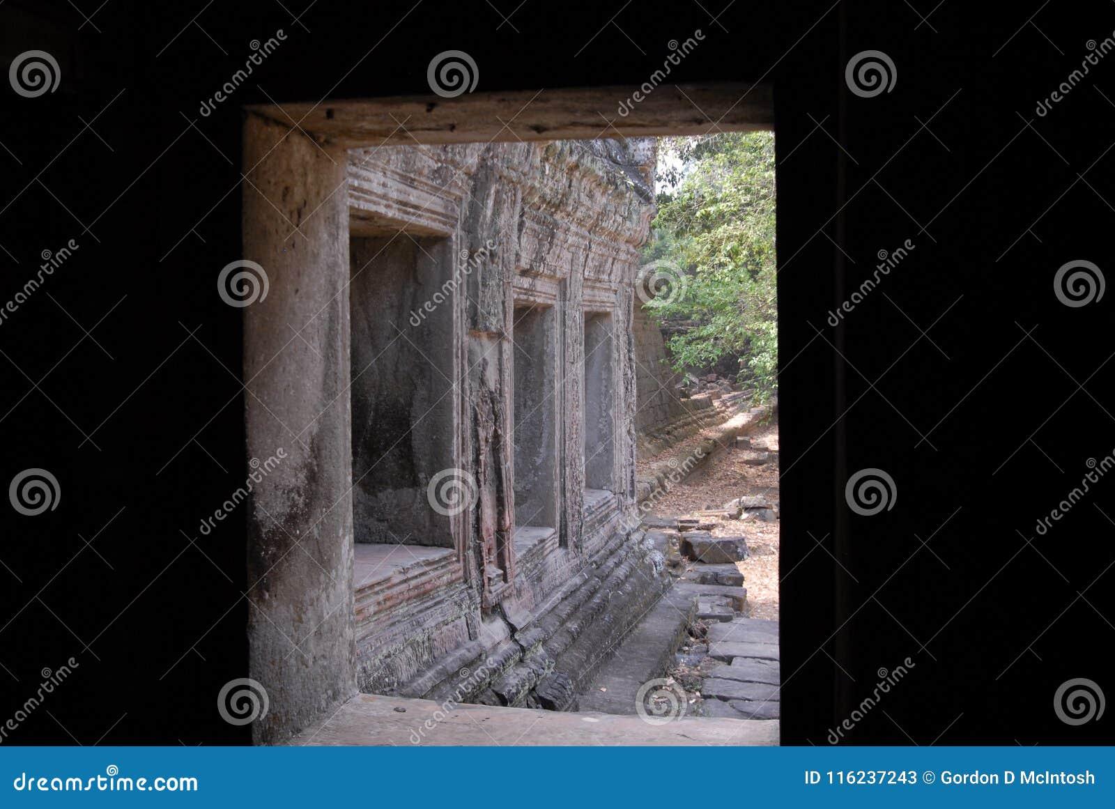 Angkor Wat moldou da porta de entrada