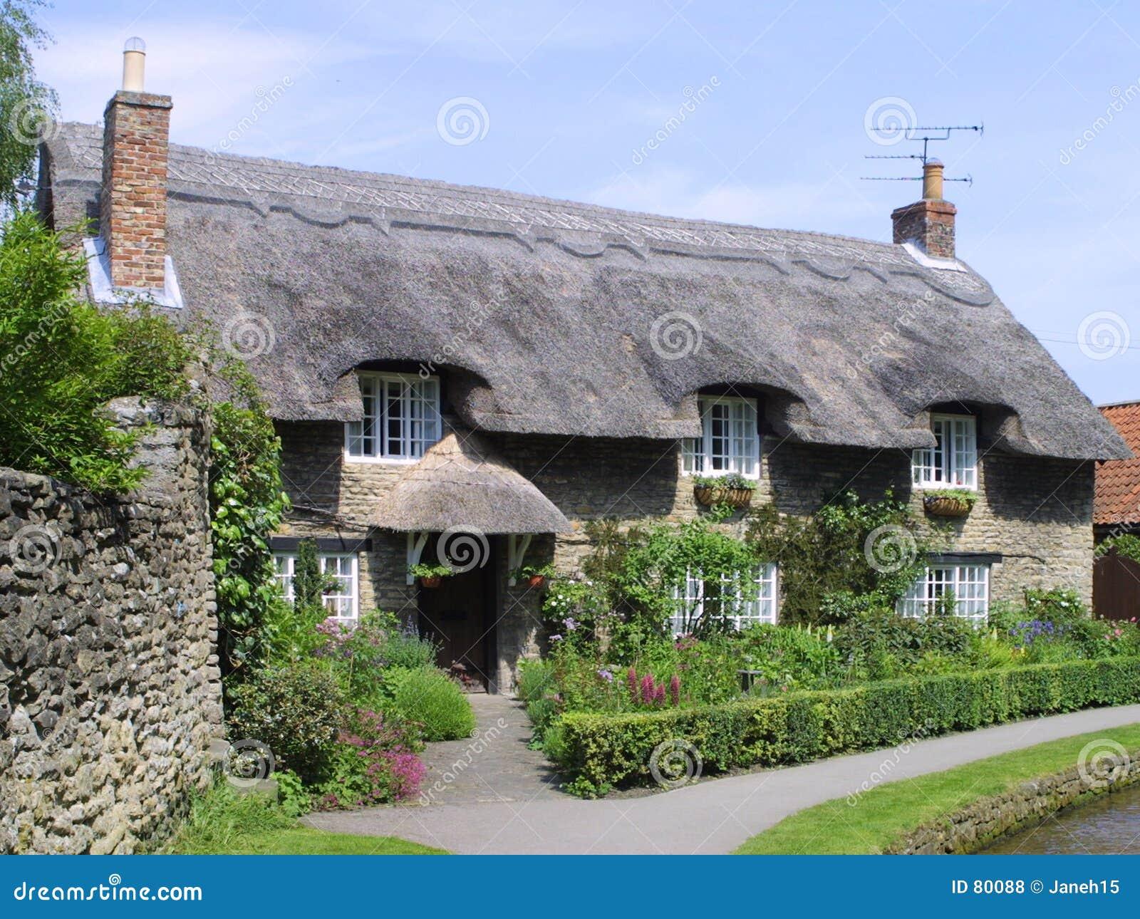 Anglicy powlekane strzechą chata