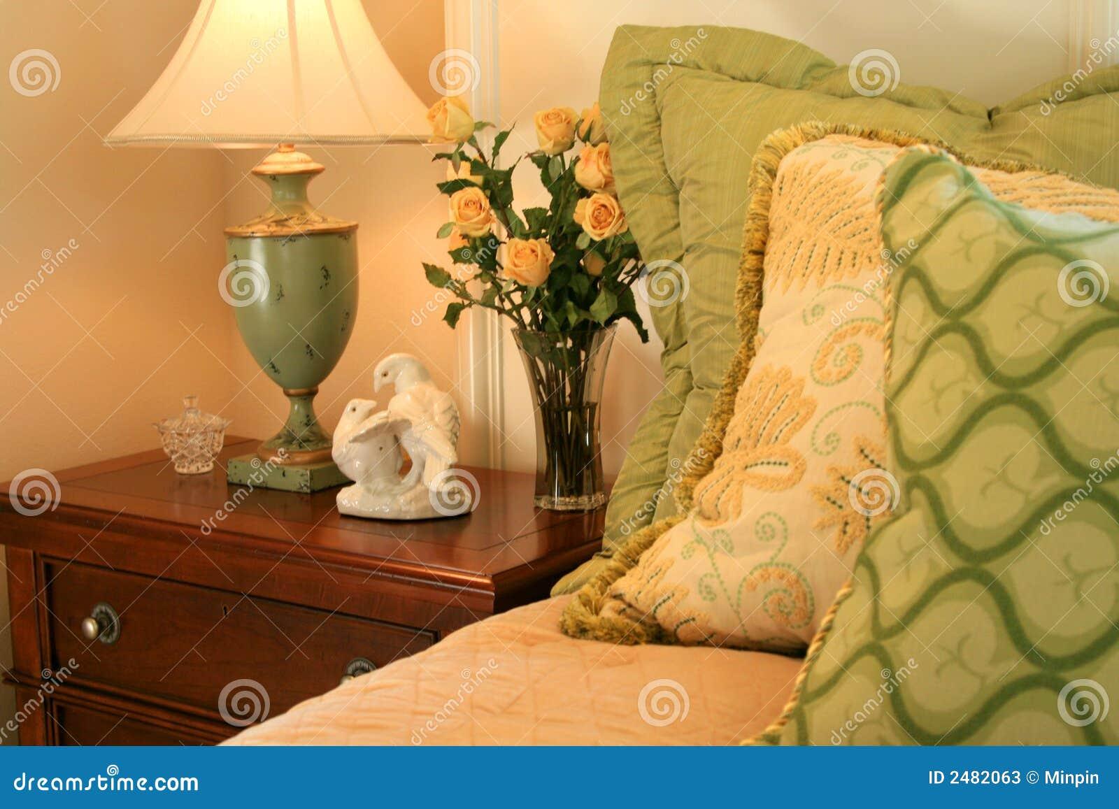 Angolo Del Letto : Angolo della camera da letto immagine stock immagine di rose