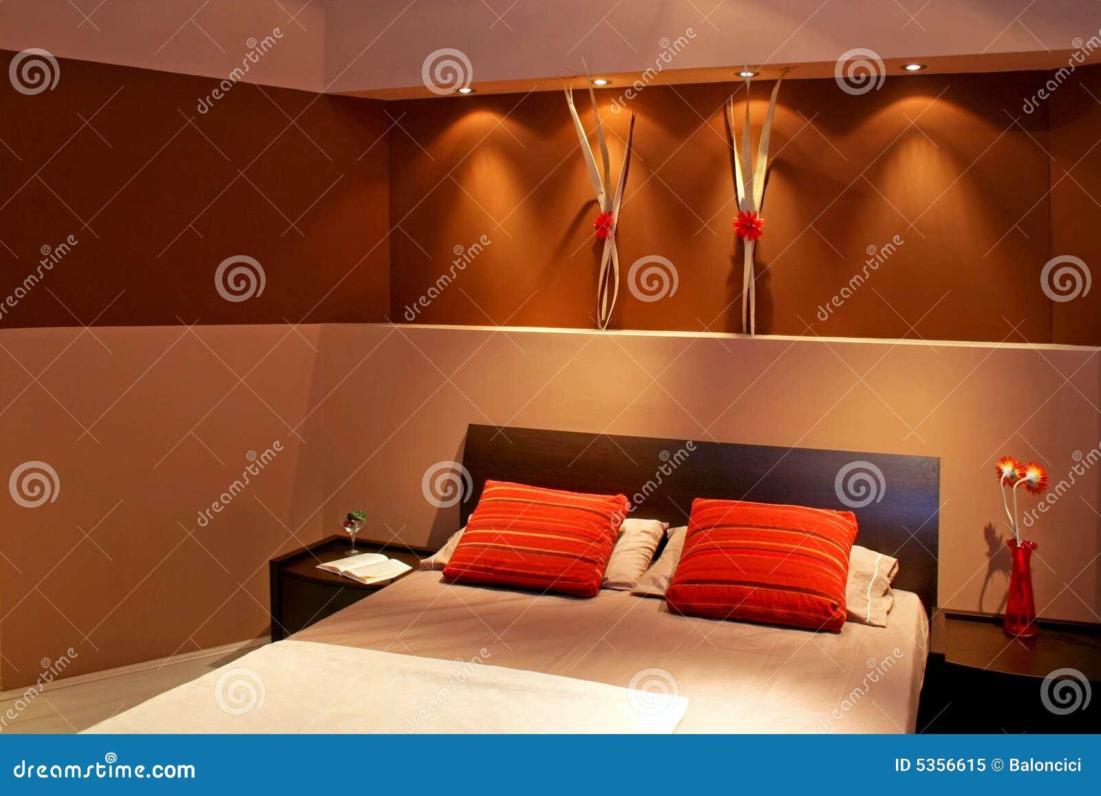 Angolo Del Letto : Angolo della camera da letto del brown immagine stock immagine di