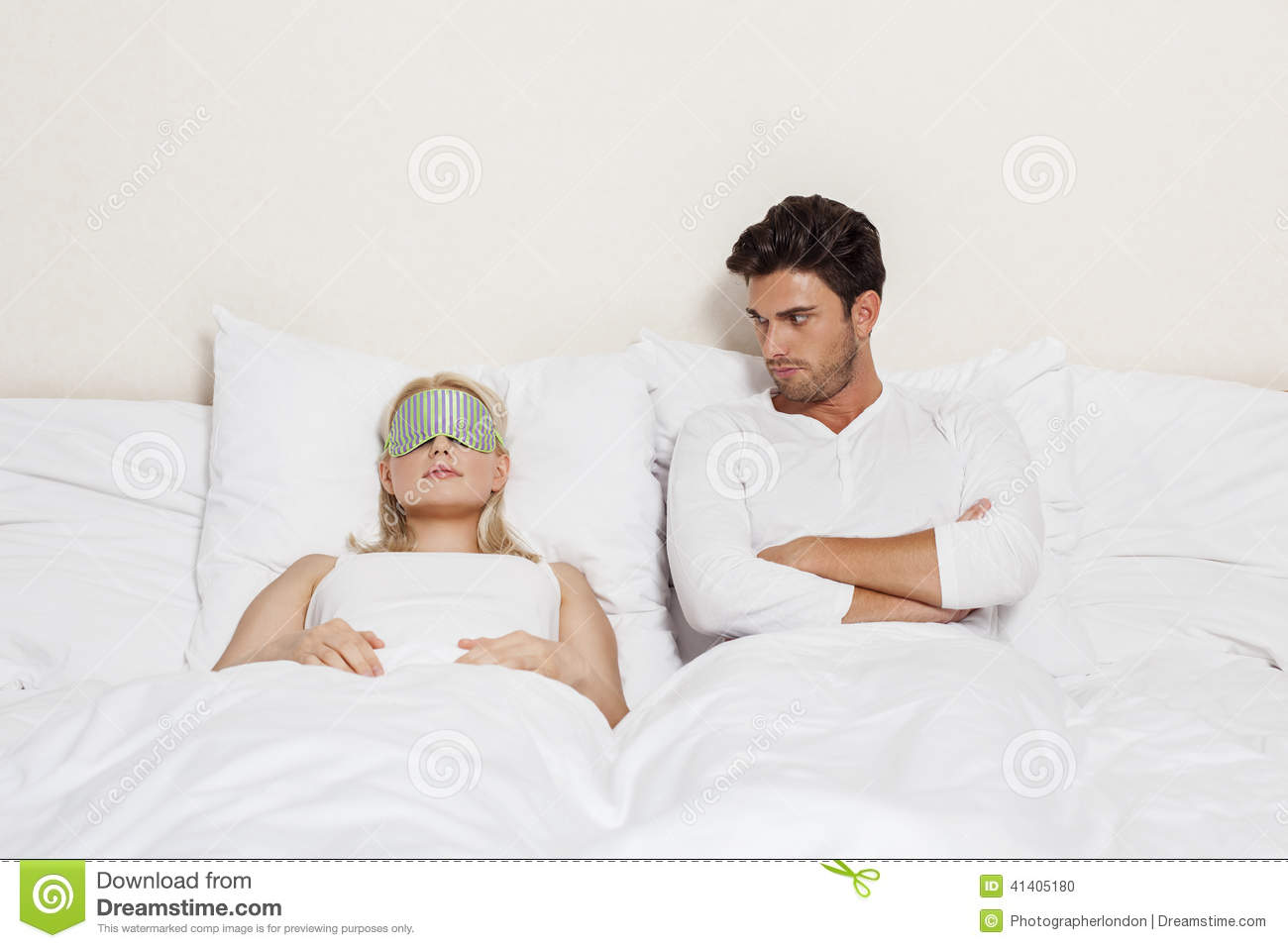 Remarkable, old man with young women in bed