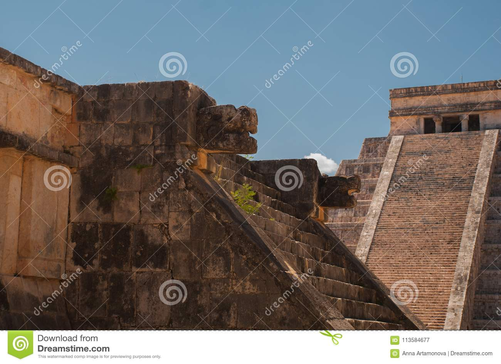 Anicent-Maya-Mayapyramide El Castillo Kukulkan in Chichen-Itza, Mexiko
