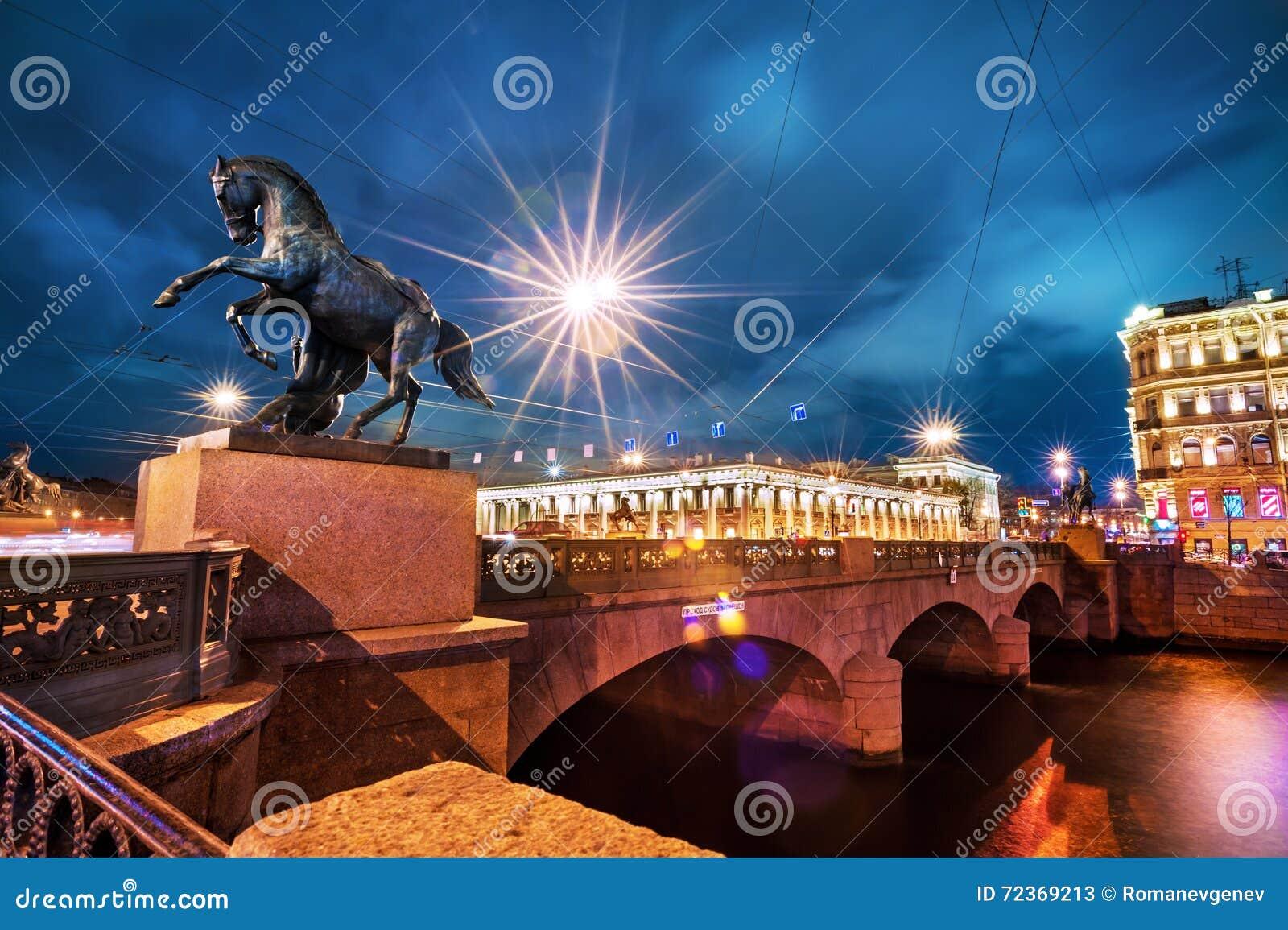 Anichkov桥梁在晚上,圣彼德堡,俄罗斯