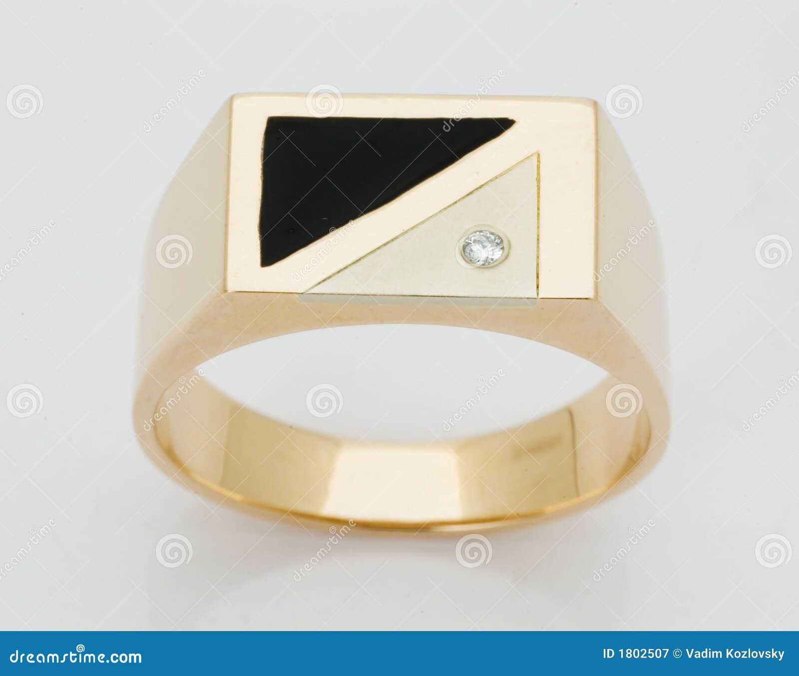 Anillo con los diamantes