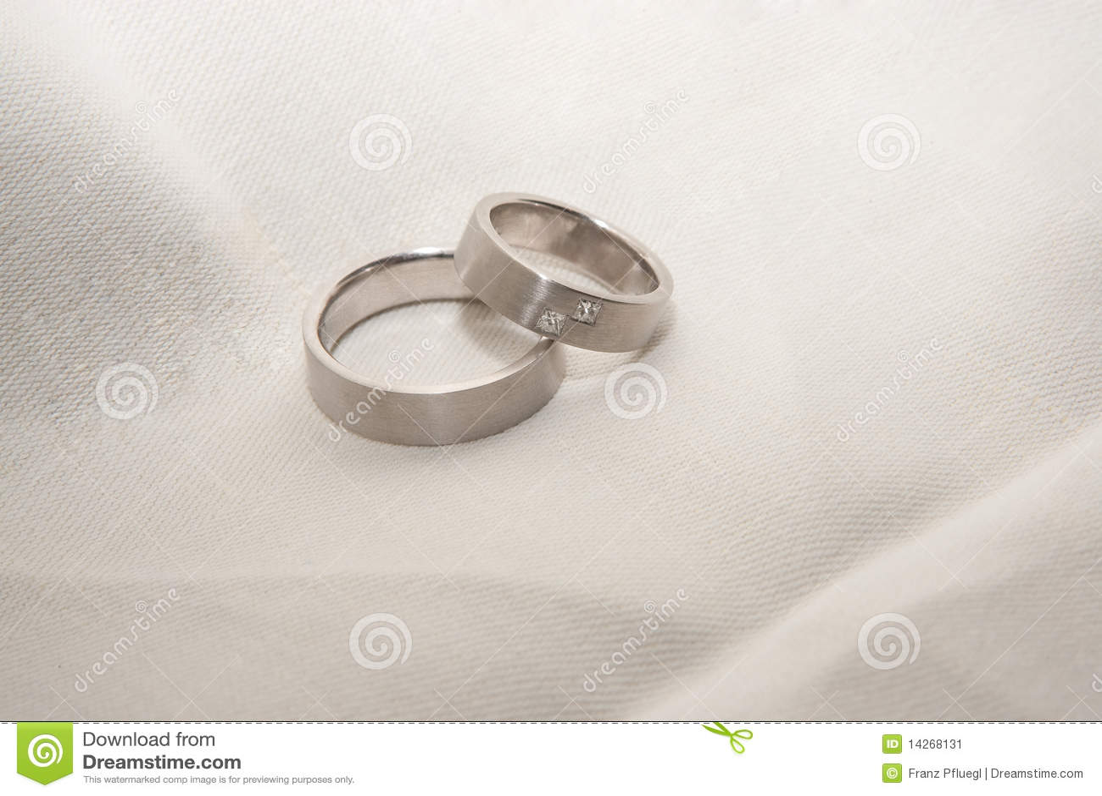 Anillos de bodas del platino