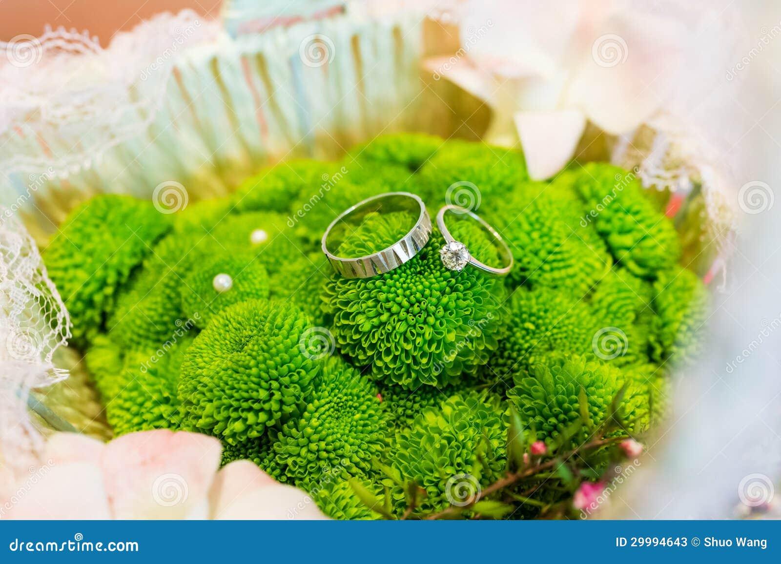 Flores verdes de la boda