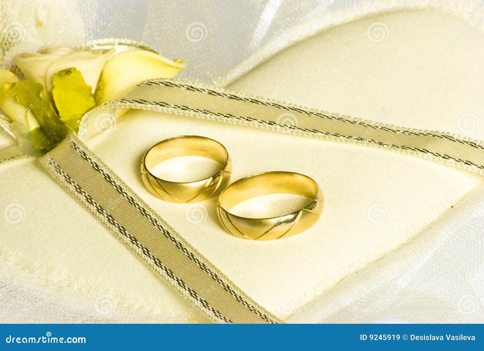 Anillo de bodas de la flor