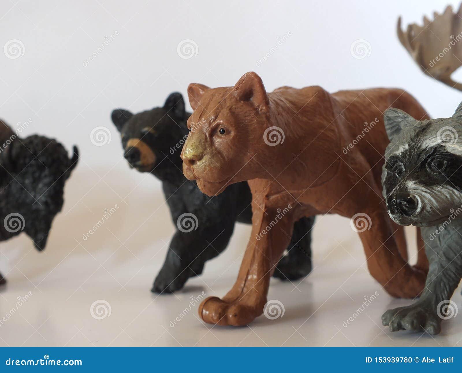 Animais do brinquedo das crianças em casa