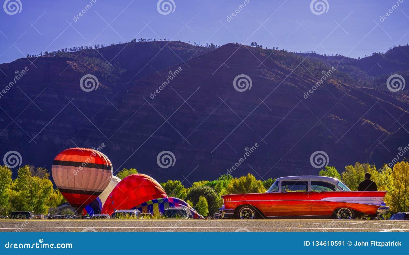 Animasdalballongen samlar med en Chevy 1957