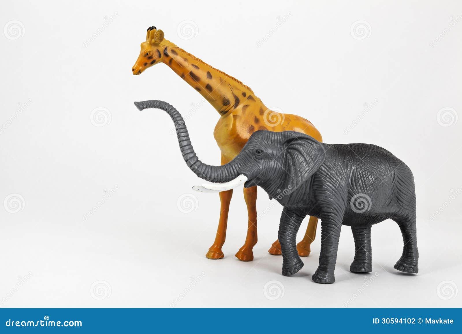Animaux En Plastique Jouet animaux en plastique girafe et éléphant de jouet photo stock