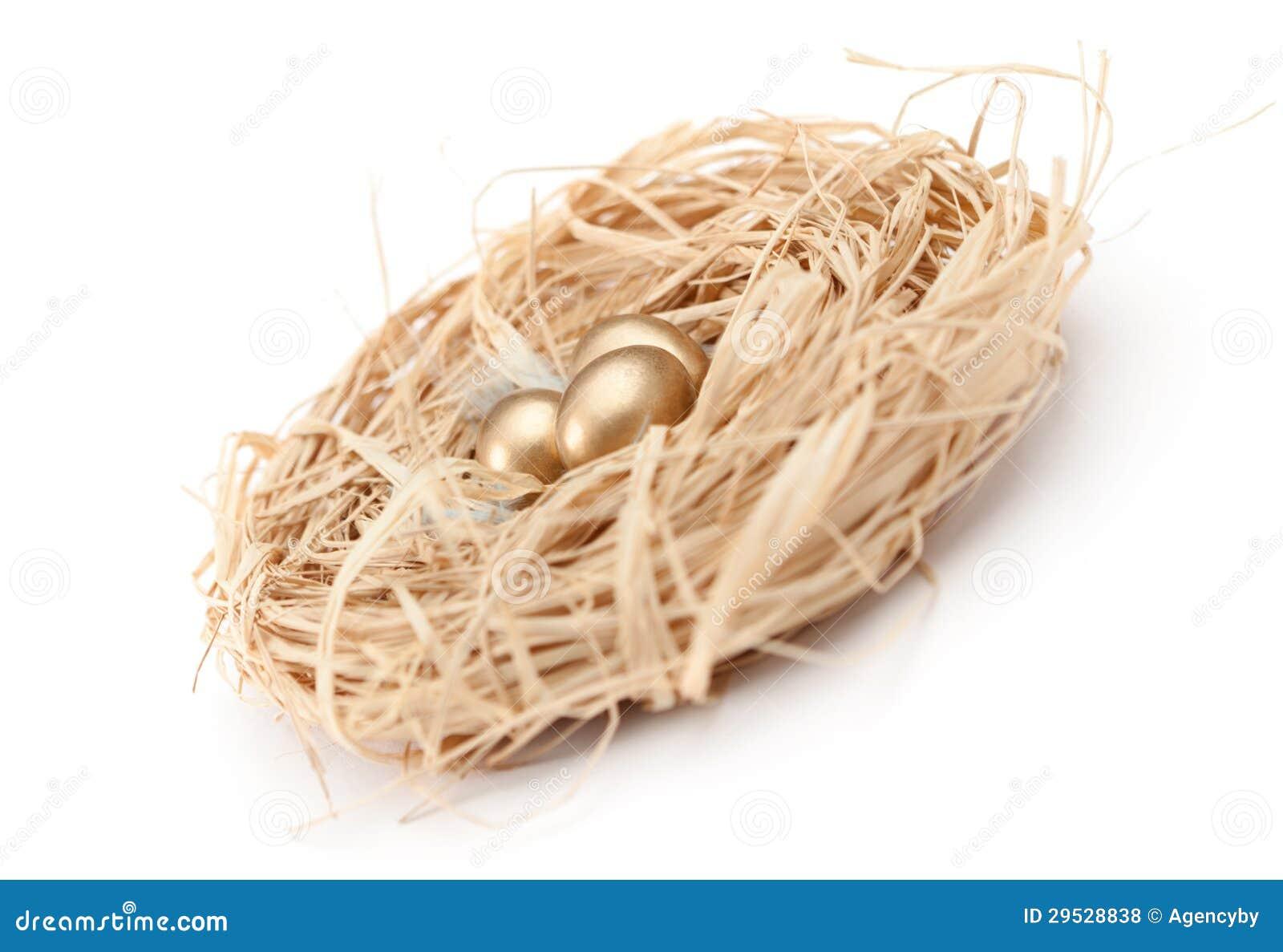 Aninhe com os ovos de codorniz dourados