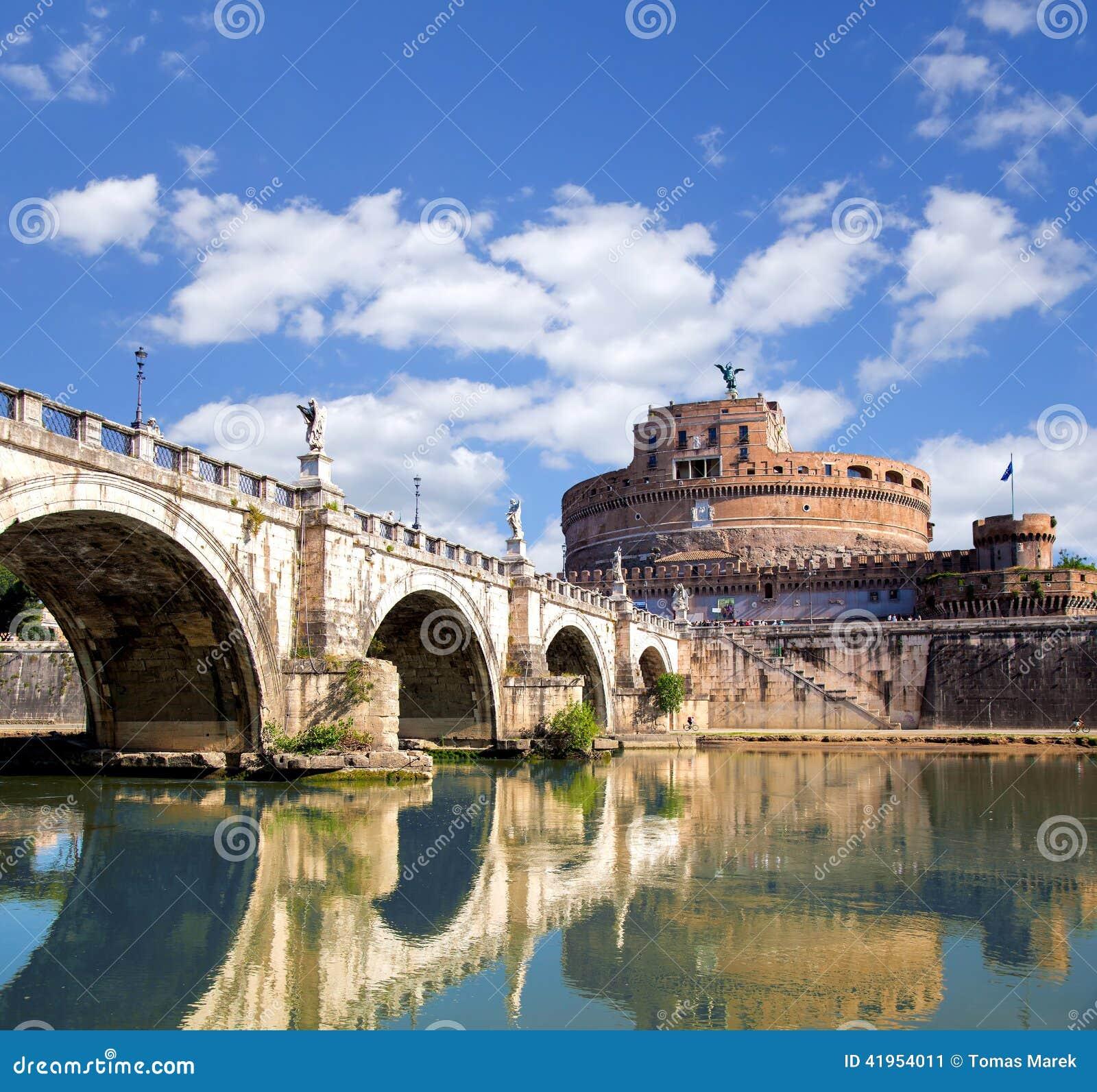Anioła kasztel z mostem na Tiber rzece w Rzym, Włochy