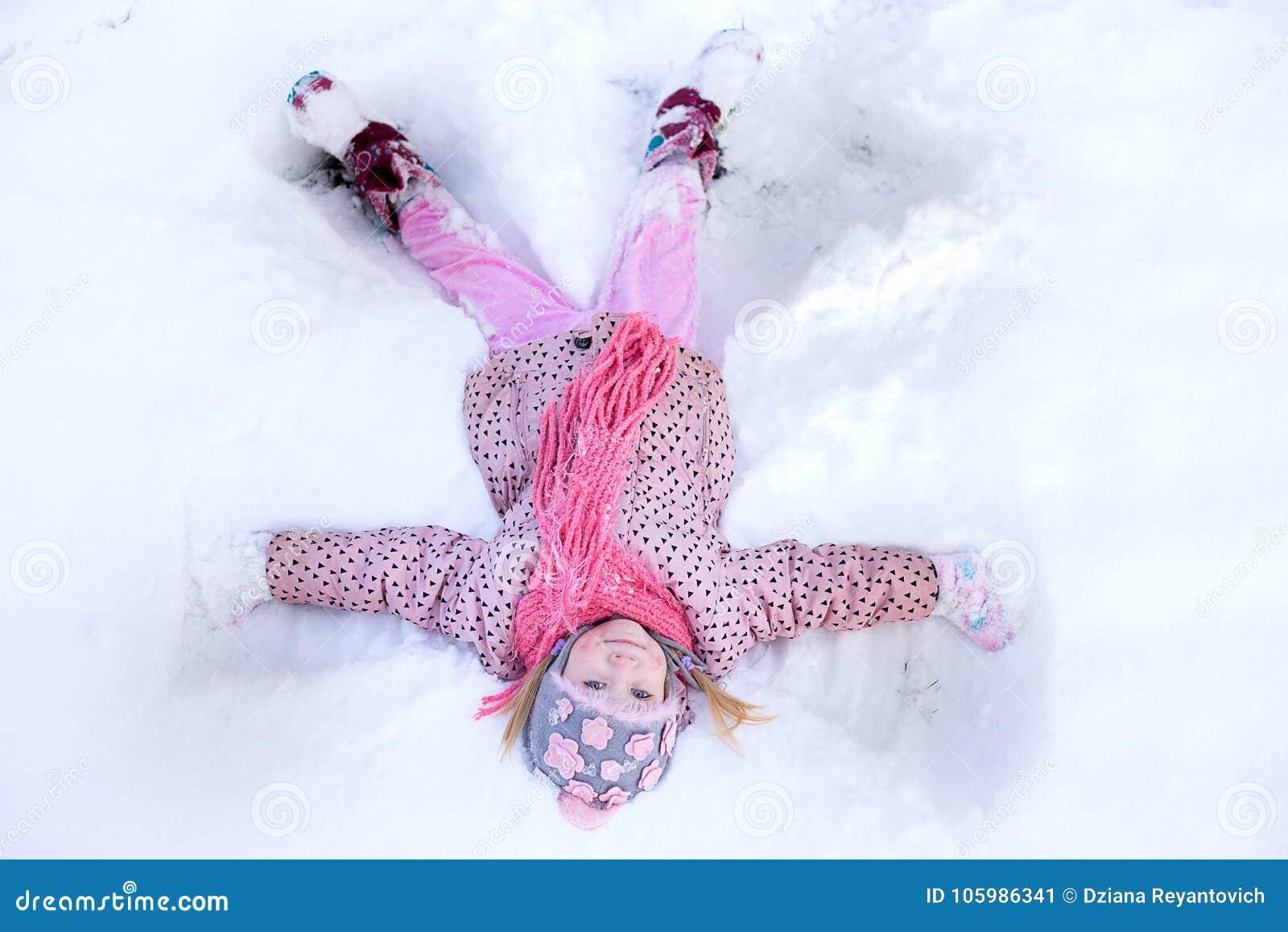 Anjo da neve da menina