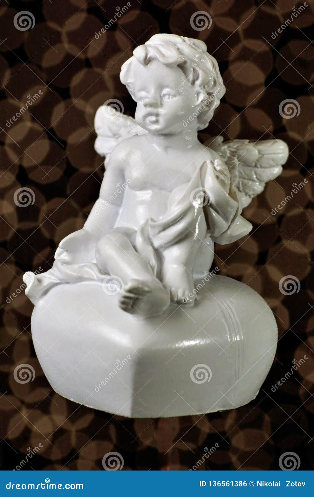 Anjo do Valentim e do coração de Saint do amor O anjo voado do amor, um mensageiro, ser espiritual, comunica a vontade do deus