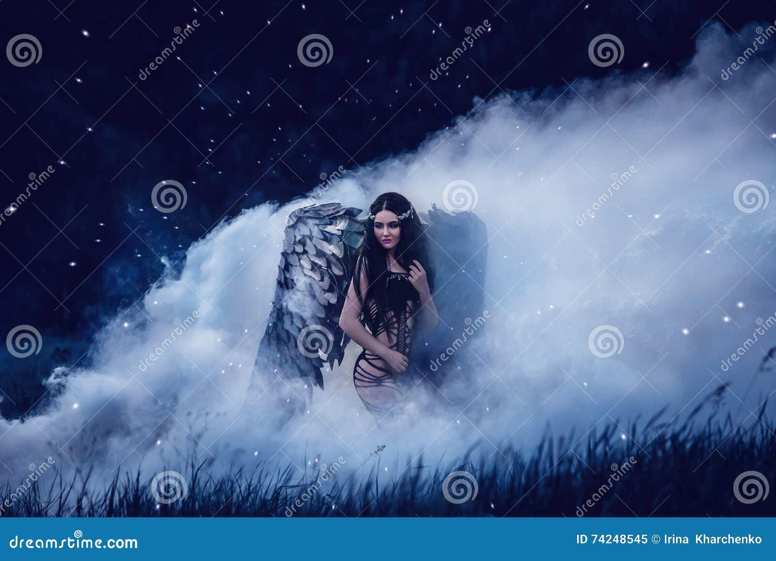 Anjo preto Menina-demônio bonito