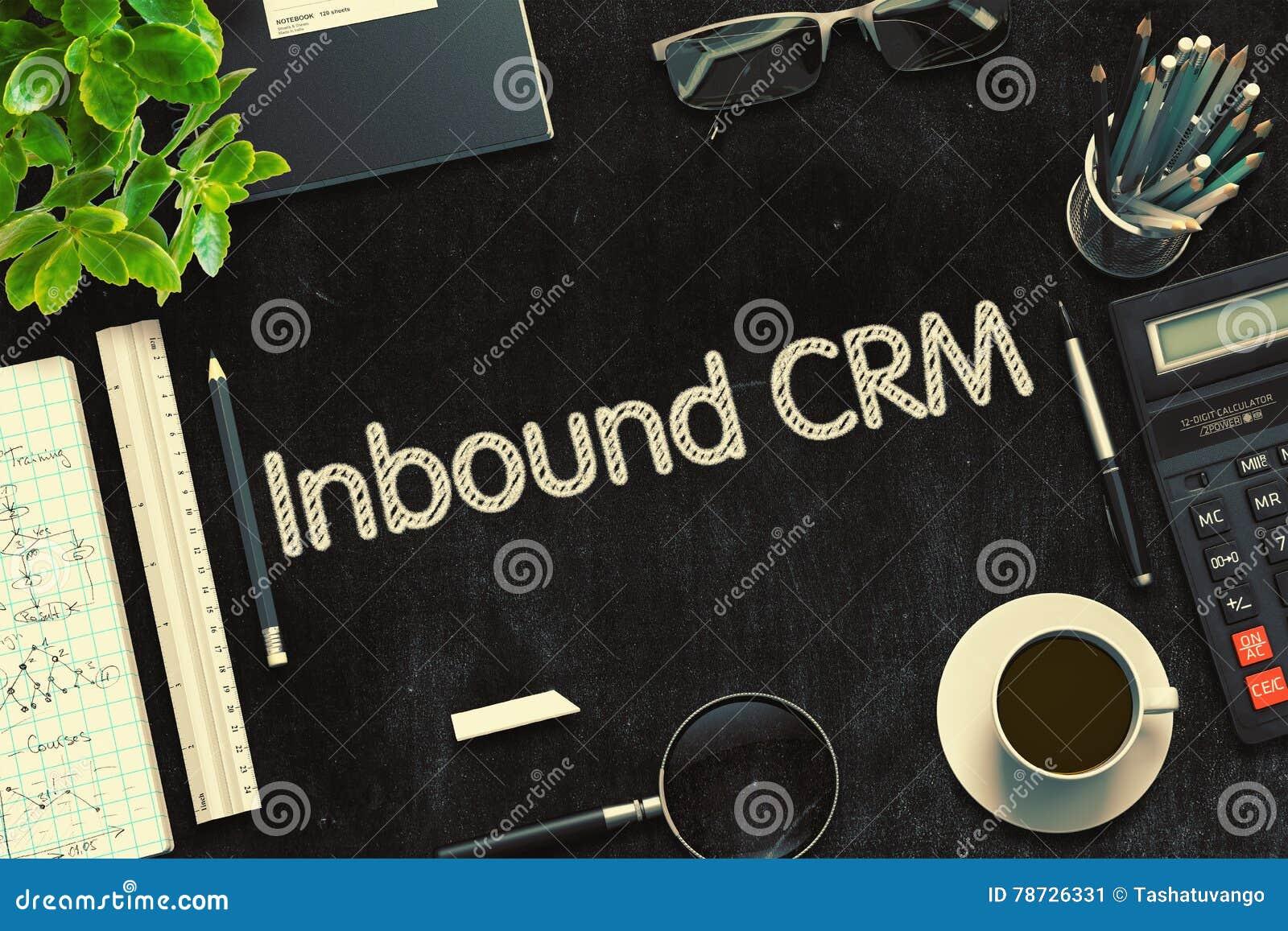 Ankommande CRM som är handskriven på den svarta svart tavlan framförande 3d