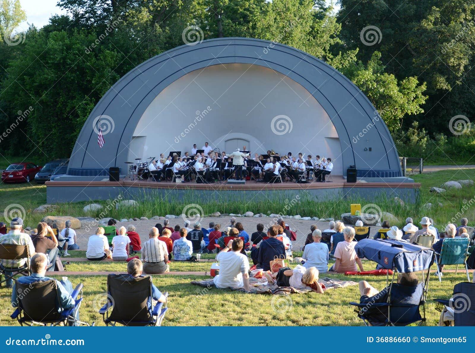 Download Ann Arbor Civic Band Esegue Al Parco Ad Ovest Immagine Editoriale - Immagine di intrattenimento, people: 36886660