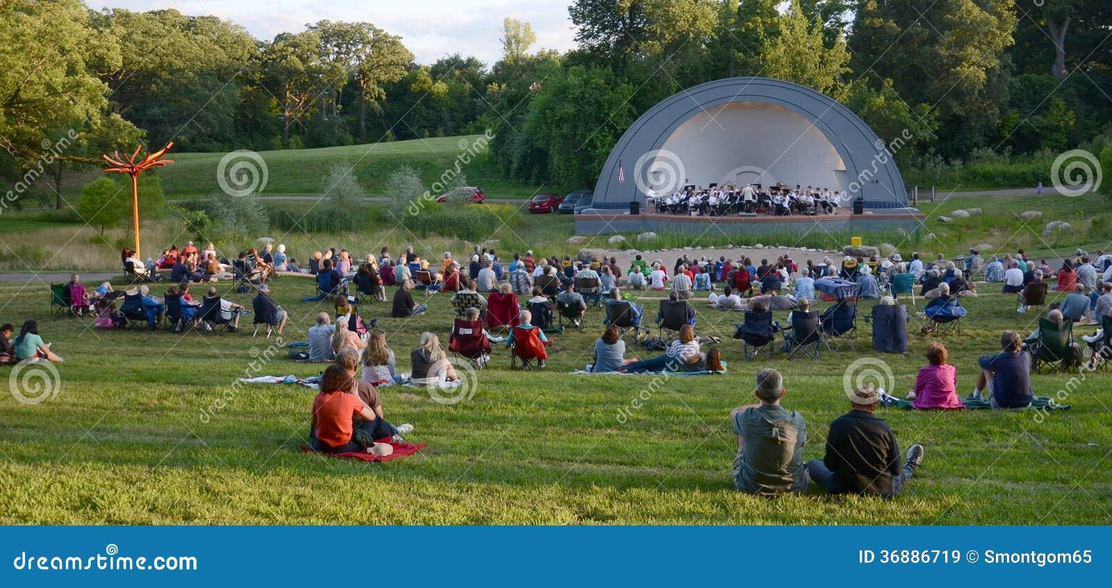 Download Ann Arbor Civic Band Esegue Al Parco Ad Ovest Immagine Stock Editoriale - Immagine di arbor, esterno: 36886719