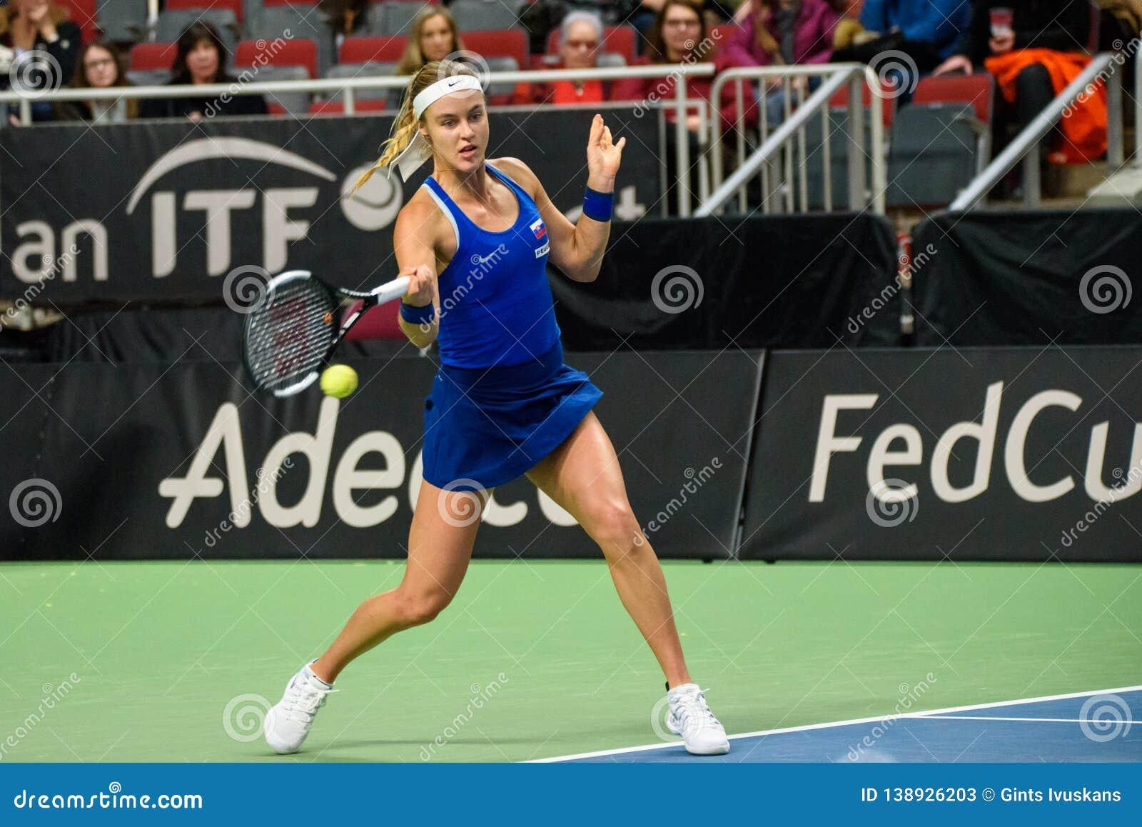 Anna Karolina Schmiedlova, durante jogo redondo do grupo II do mundo o primeiro entre a equipe Letónia e a equipe Eslováquia