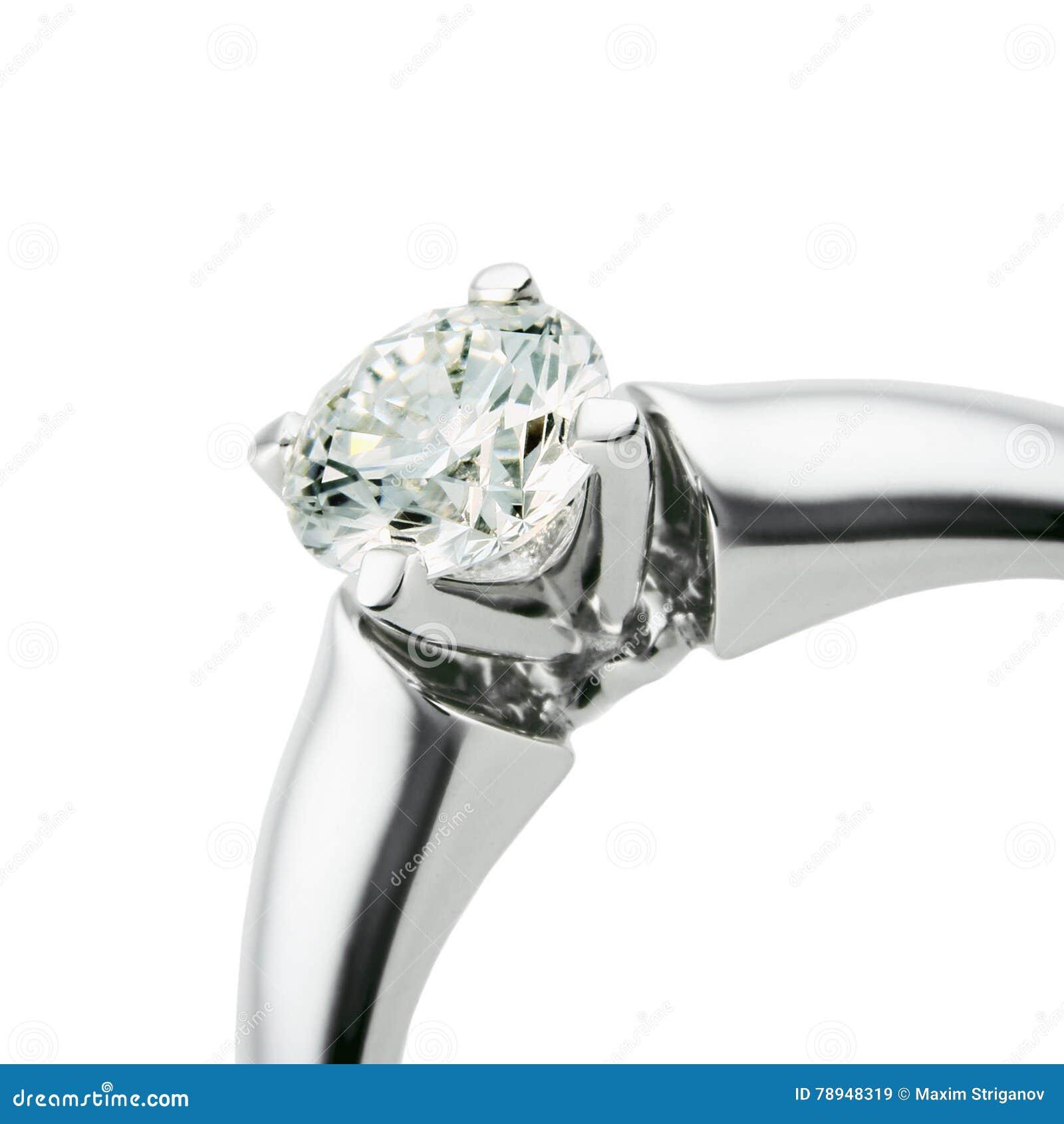 Anneau avec le diamant